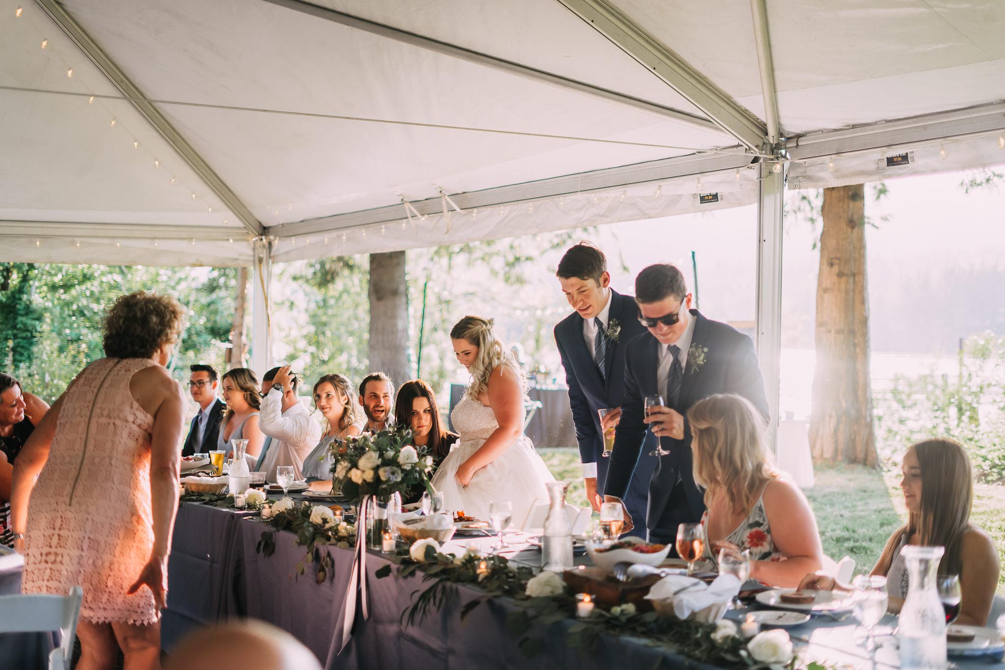 wedding head table columbia river gorge backyard wedding photographer