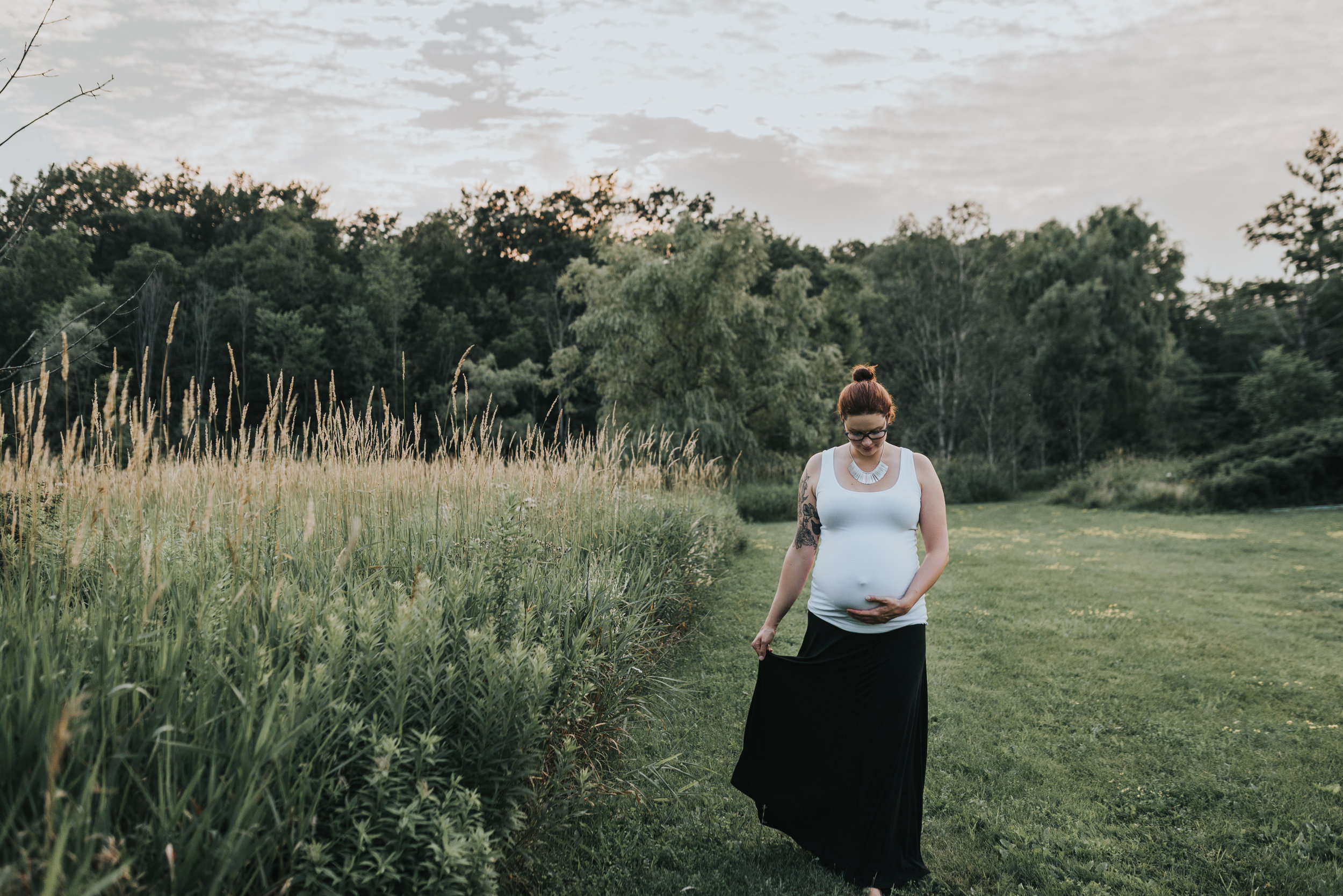 farm maternity session, grimsby, beamsville, Hamilton, Niagara maternity photography