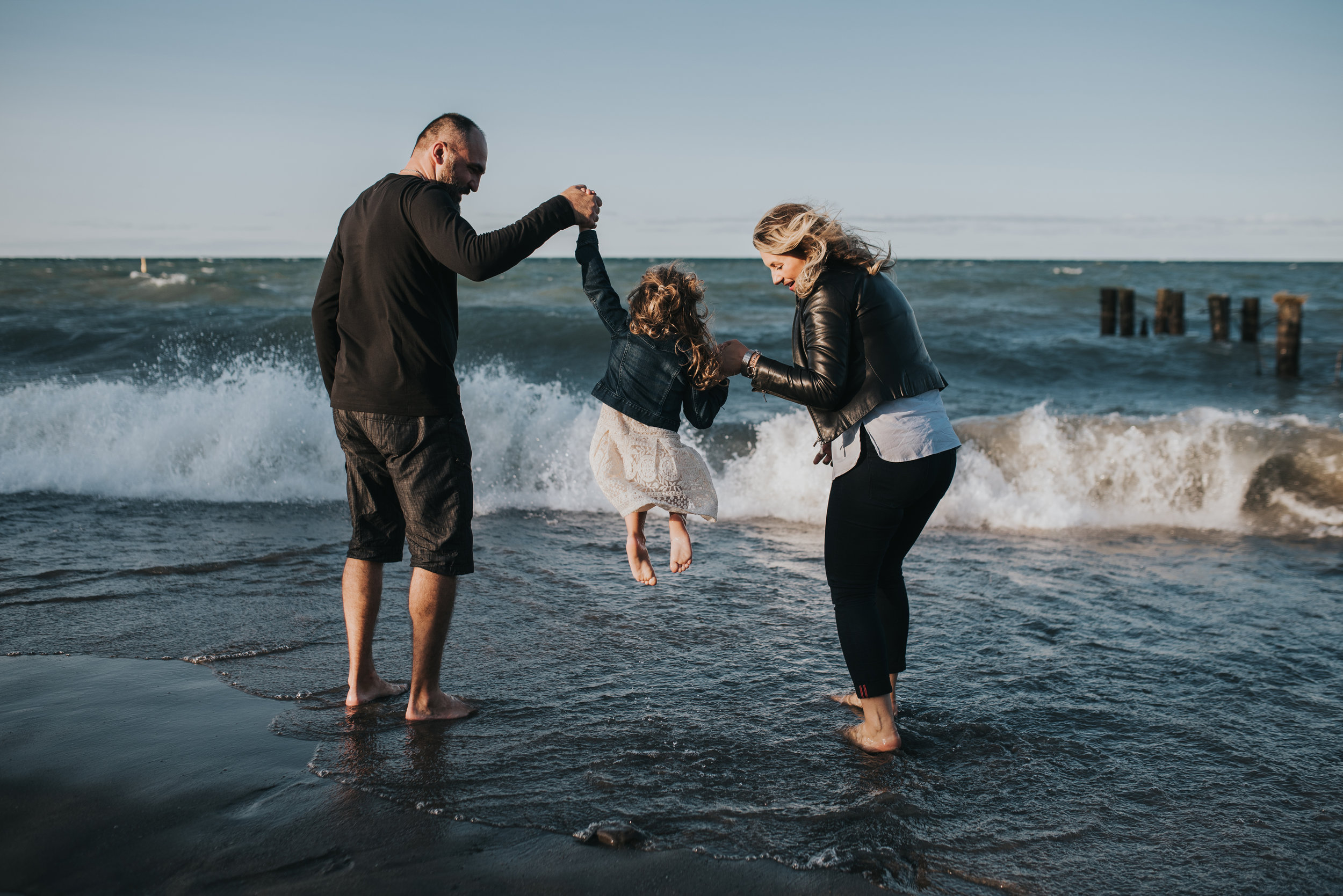 Beach family session, playing, family session, lifestyle photography, Grimsby, Hamilton, Niagara