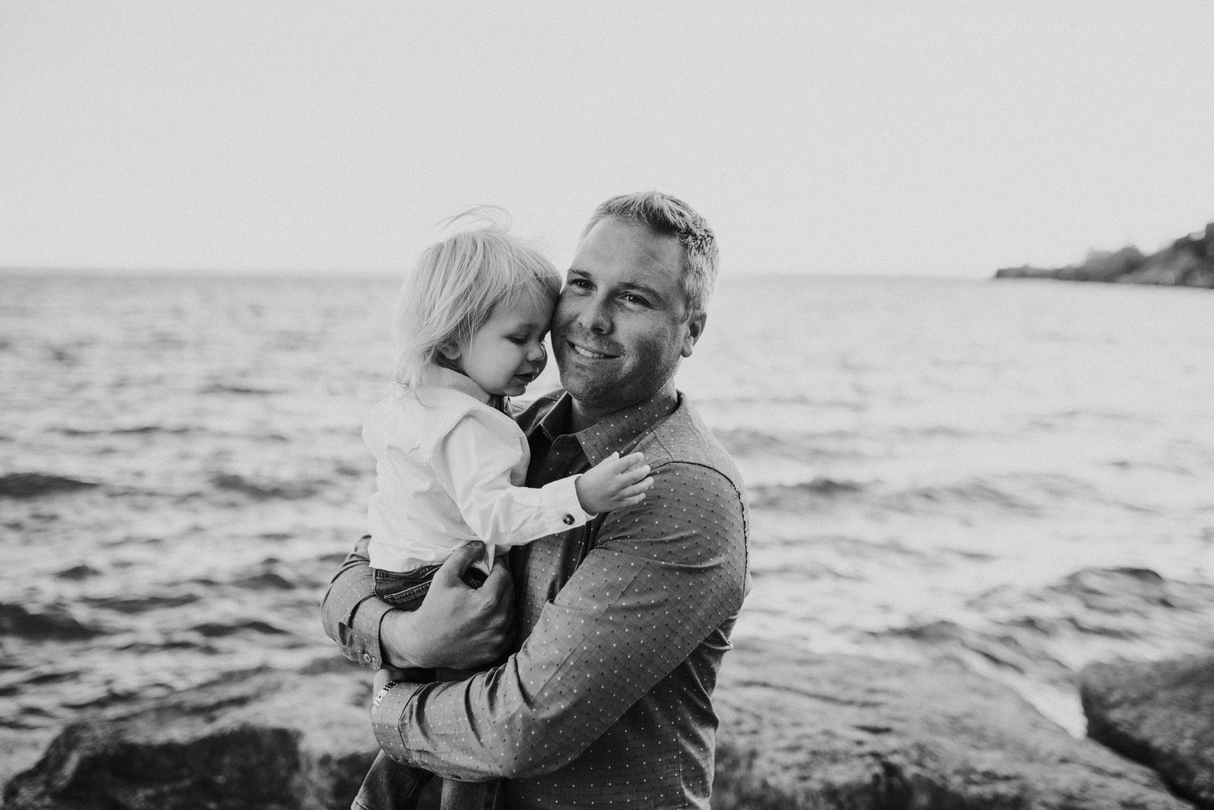 Family-Session-the-lake-blanket-family-photography-Burlington-Beamsville-Grimsby-Hamilton-lifestyle-photographer