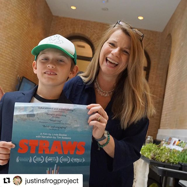 Great to meet honoree @justinsfrogproject @projectgreenschools Green Difference Awards! #kidsarethefuture ・・・ Have you seen STRAWS? 🐢 . . It was an honor to meet the keynote speaker and producer of @strawsfilm at @projectgreenschools Green Difference Awards Ceremony this morning. . . Every time I see a straw it will be hard to forget how long it will last in our environment. It inspires me more to want to help the environment for all the animals and kids of my generation. . The plastic pollution problem can be solved it we all just refuse and rethink what types of products we are using. It just takes one little change to make a difference. I'm motivated to turn more trash into treasures! 🌎🌎🌎🌎 . #fortheloveoffrogs #straws #projectgreenschool #refusereuserecycle #secondgrade #kidscanchangetheworld #earthmonthchallenge #lindabooker