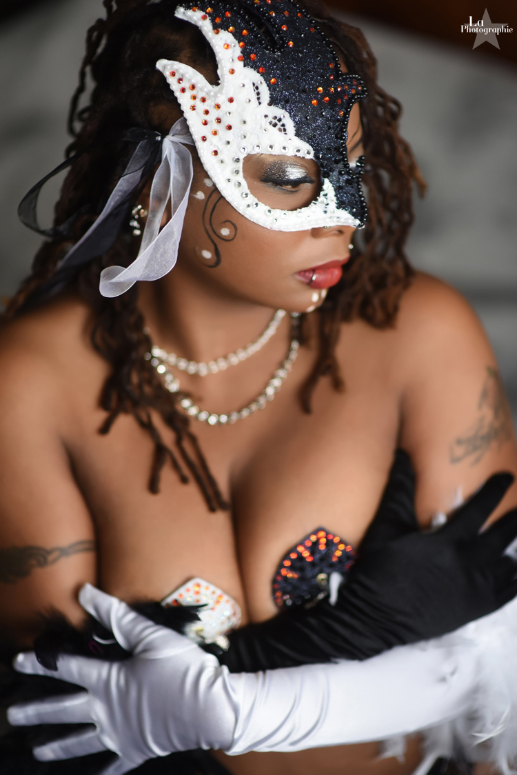 Colorado Burlesque Performer Evangeline Cain 5.jpg
