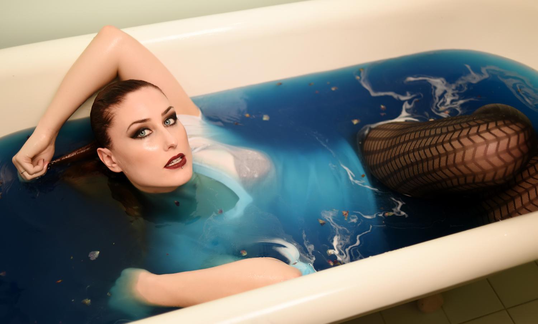 Bathtub Boudoir Photographer in Denver La Photographie 08.jpg