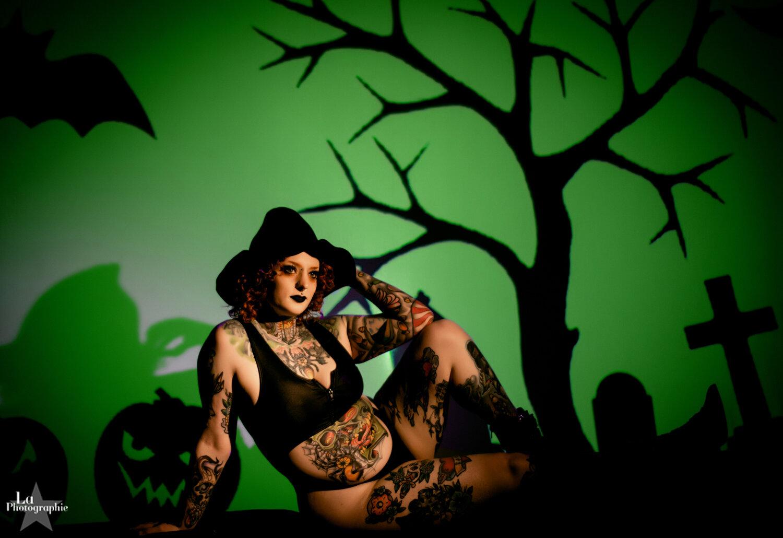 Jinx's Halloween Projector Pinups | Nashville Photography — Nashville Boudoir Photographer La Photographie