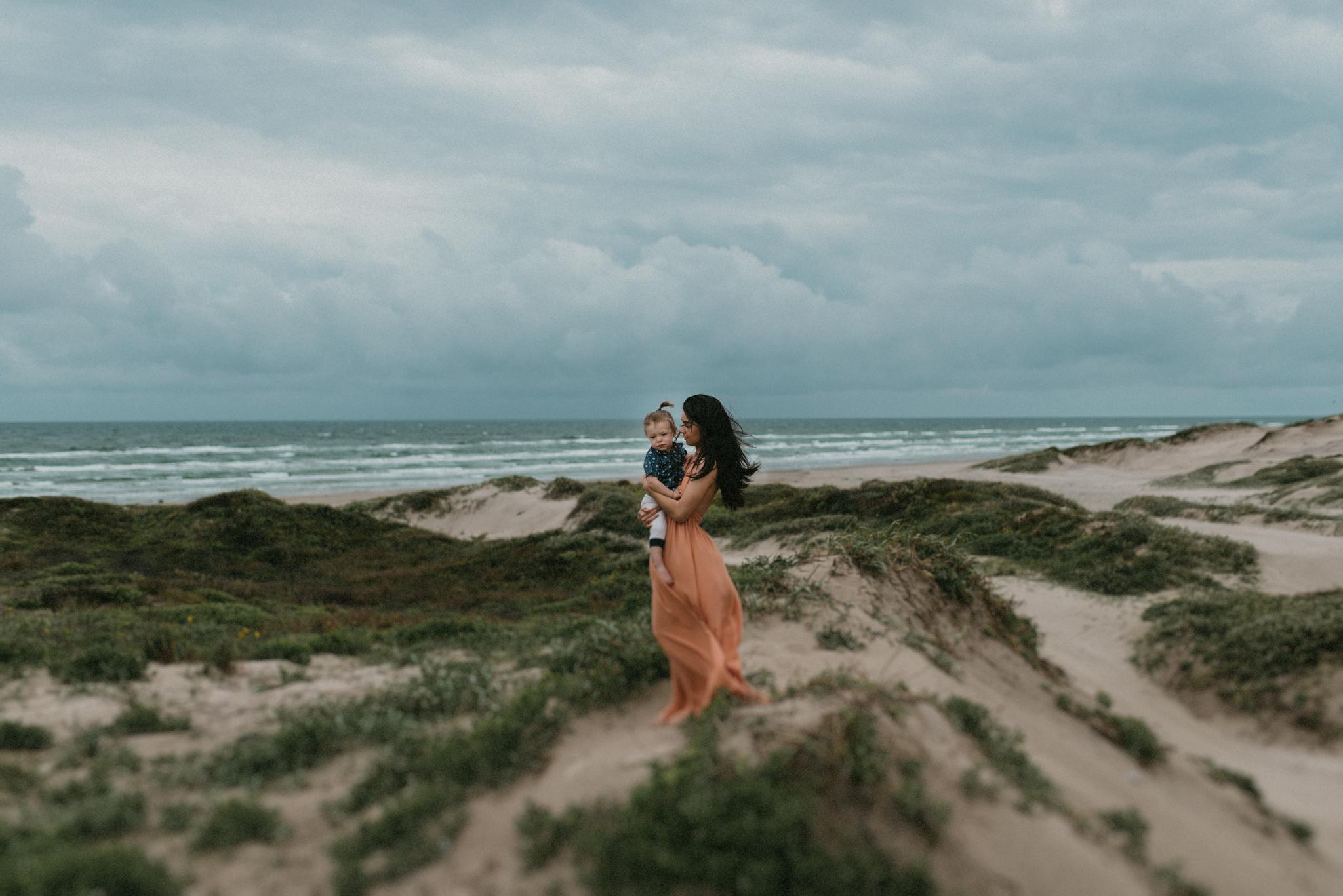 corpus-christi-motherhood-photographer-momma-and-me-session-on-padre-island
