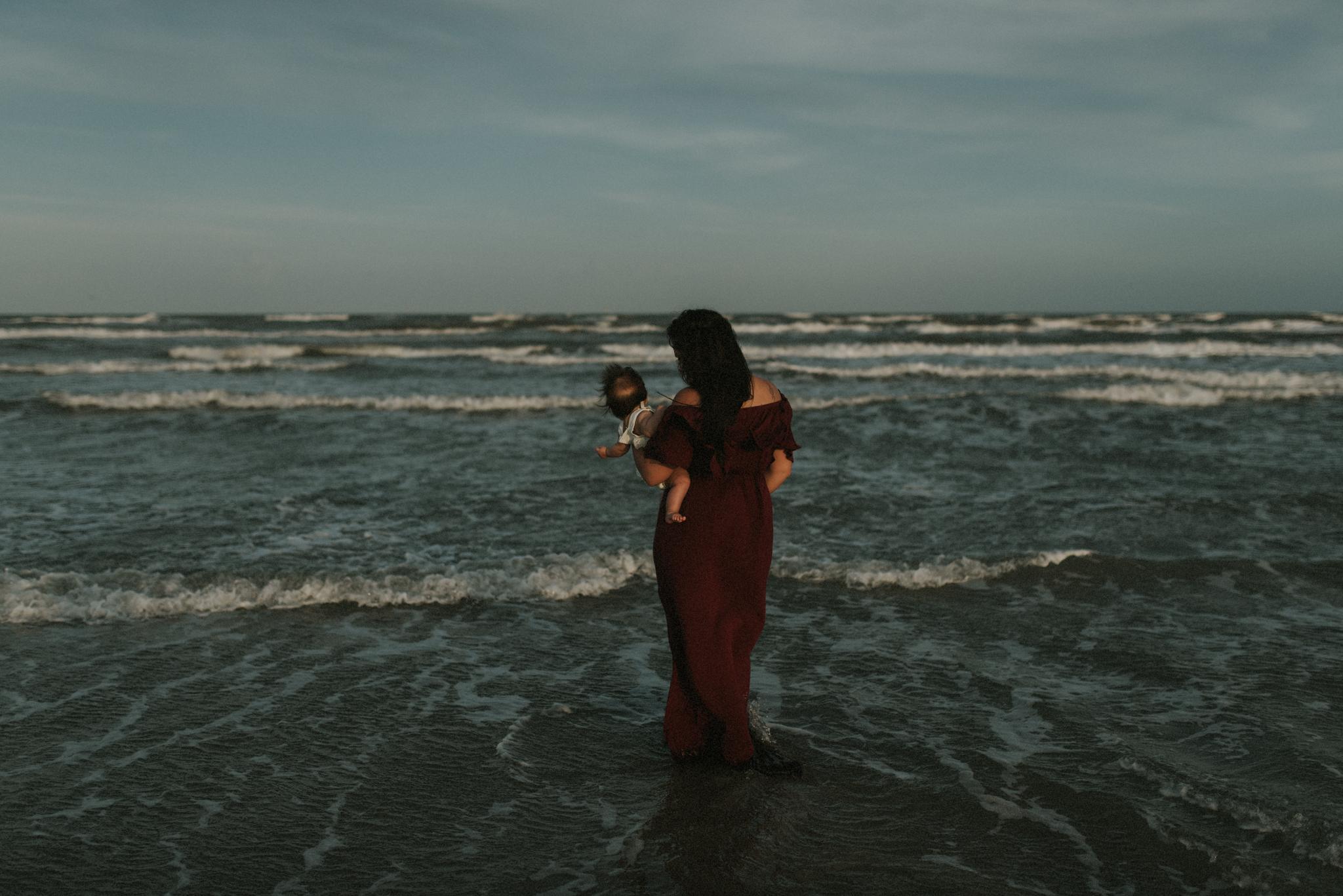 storytelling-sunset-family-session-padre-island-beach-kerlyn-van-gelder-corpus-christi-texas-photographer