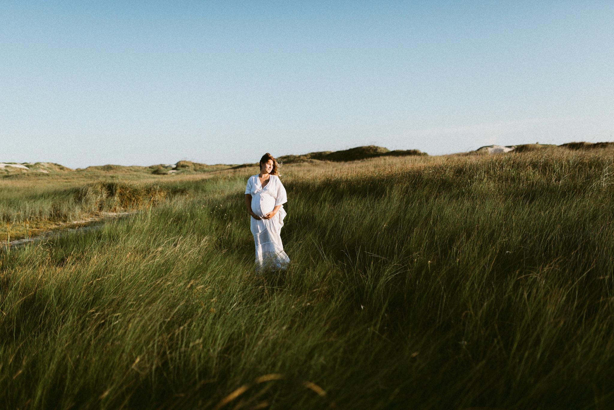 intimate motherhood maternity session corpus christi photographer kerlyn van gelder photography lifestyle