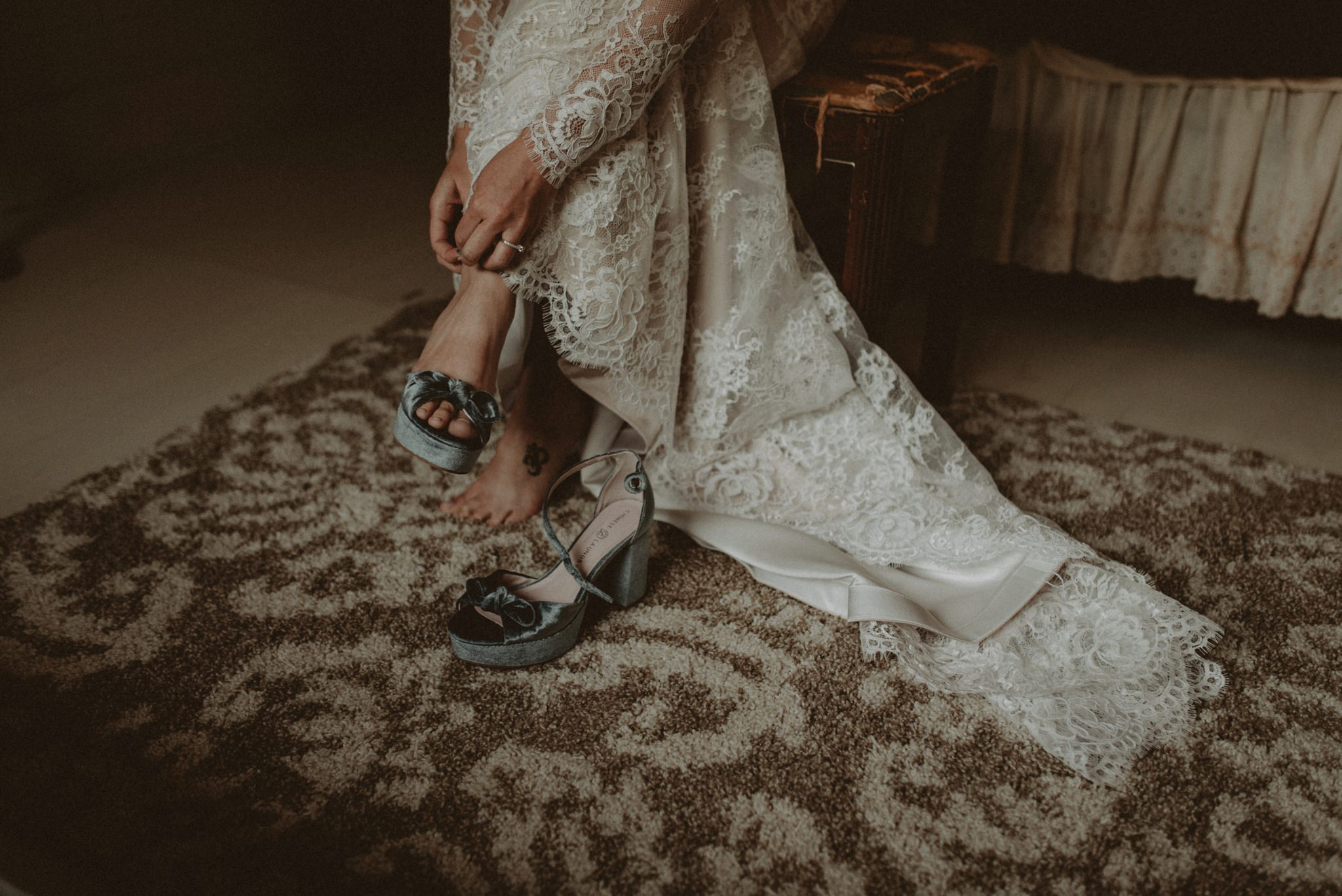cottages-on-mill-creek-lace-bohemian-floral-greenery-lakeside-intimate-houston-wedding-kerlyn-van-gelder-photography-wedding-photographer