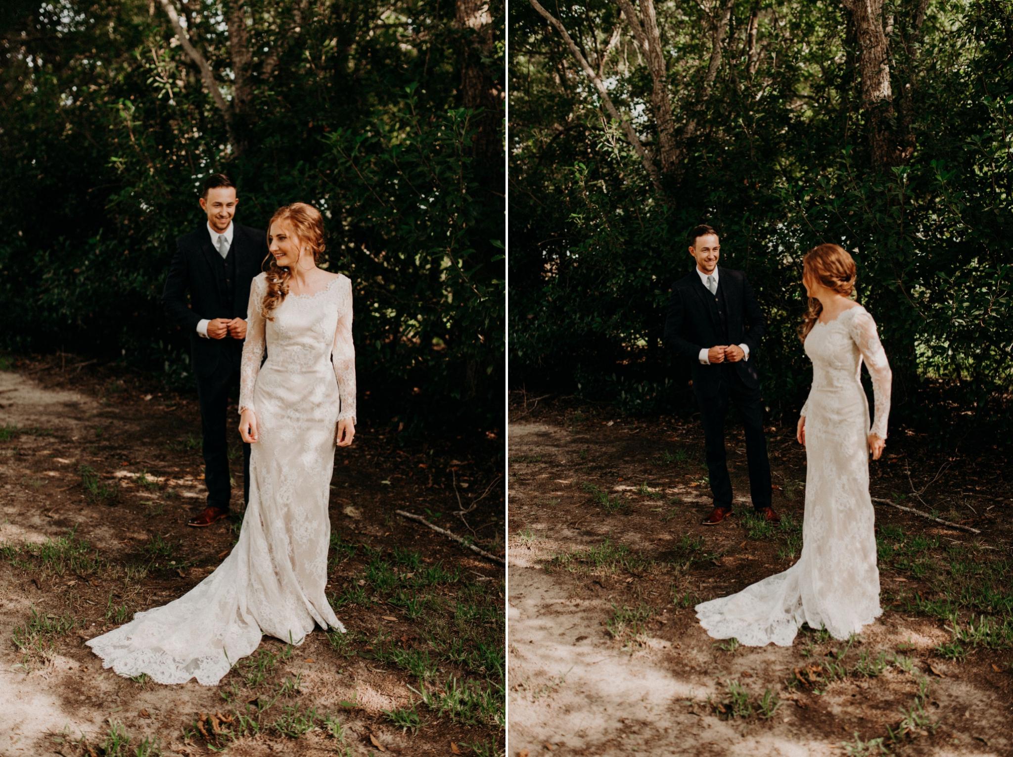 cottages-on-mill-creek-first-look-bohemian-floral-greenery-lakeside-intimate-houston-wedding-kerlyn-van-gelder-photography-wedding-photographer