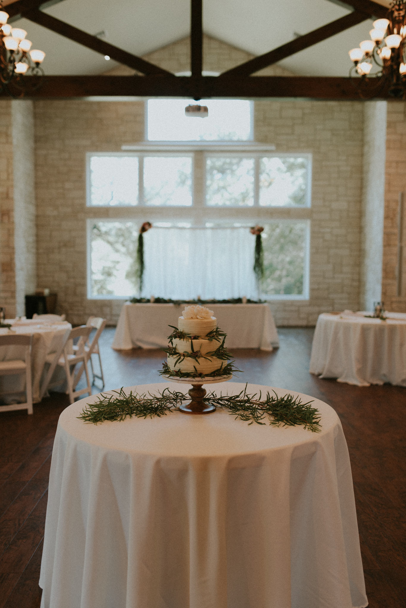 Intimate-Cathedral-Oaks-Wedding-Kerlyn-Van-Gelder-Photography-Austin-Wedding-Photographer