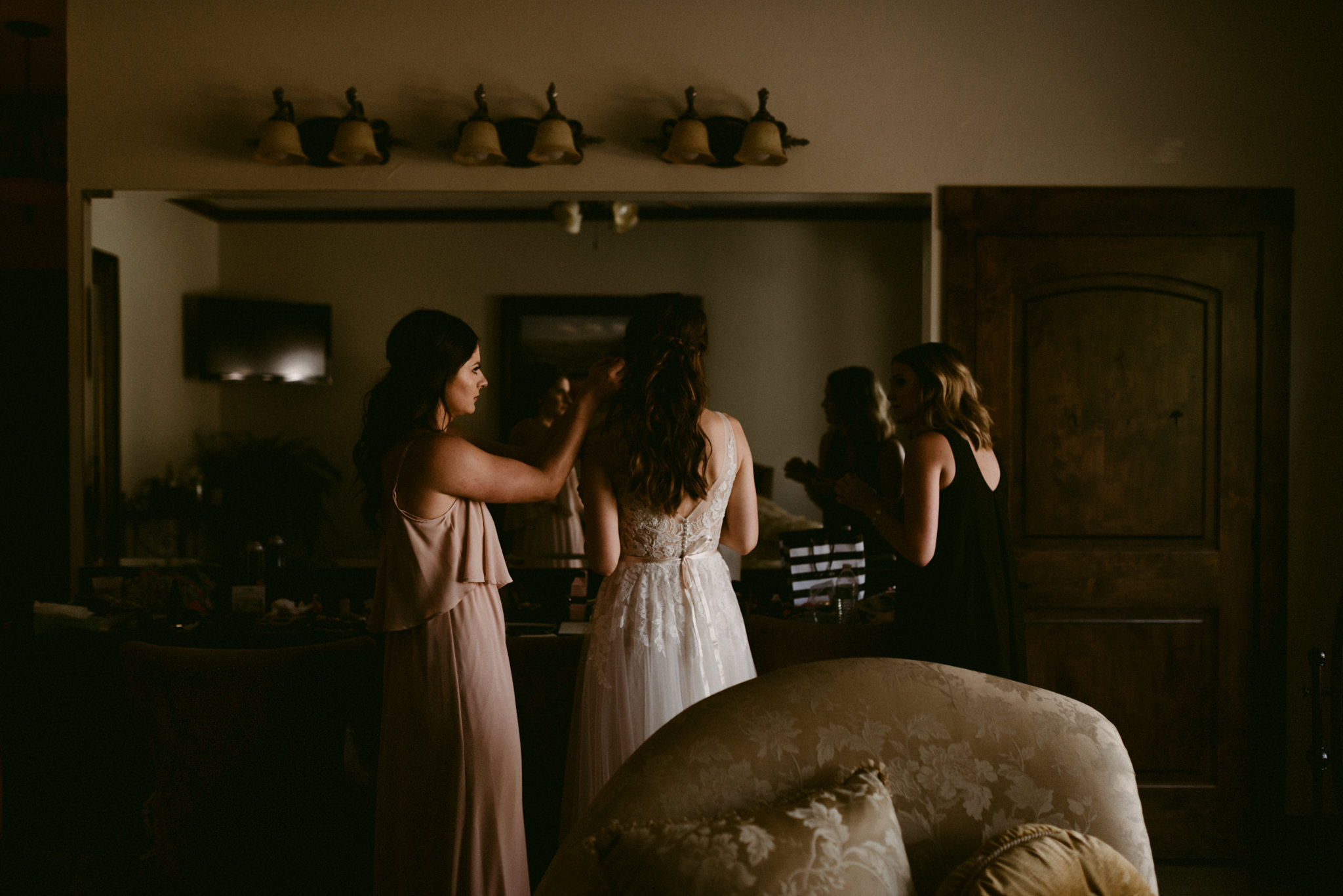 Intimate-Cathedral-Oaks-Wedding-Getting-Ready-Kerlyn-Van-Gelder-Photography-Austin-Wedding-Photographer