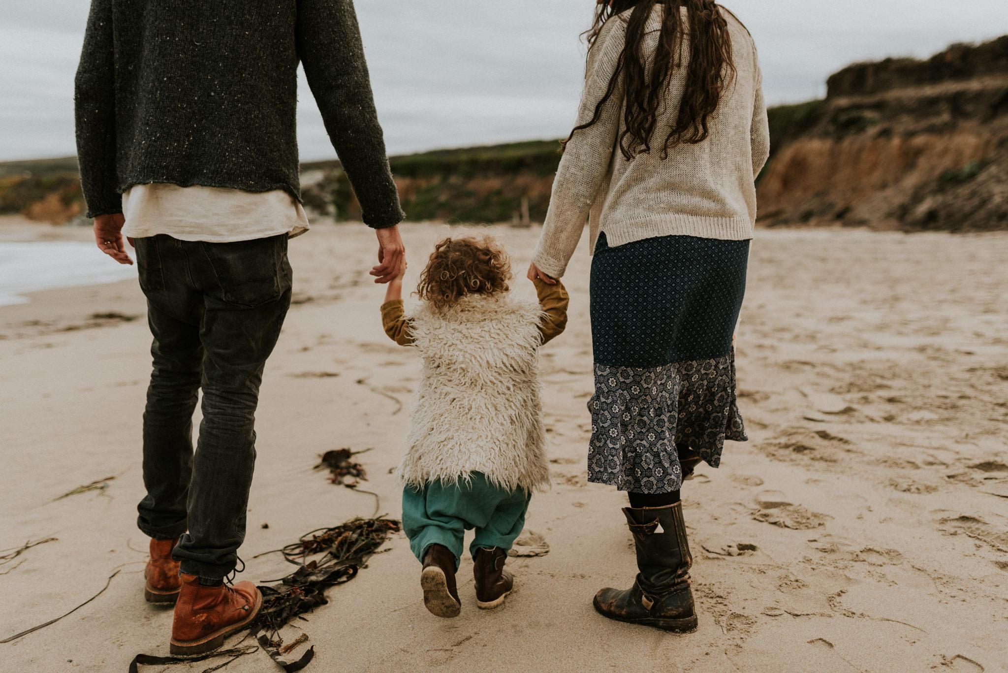 storytelling-intimate-emotive-cloudy-seaside-boho-family-session-pescadero-state-beach-san-francisco-family-photographer-kerlyn-van-gelder-photography