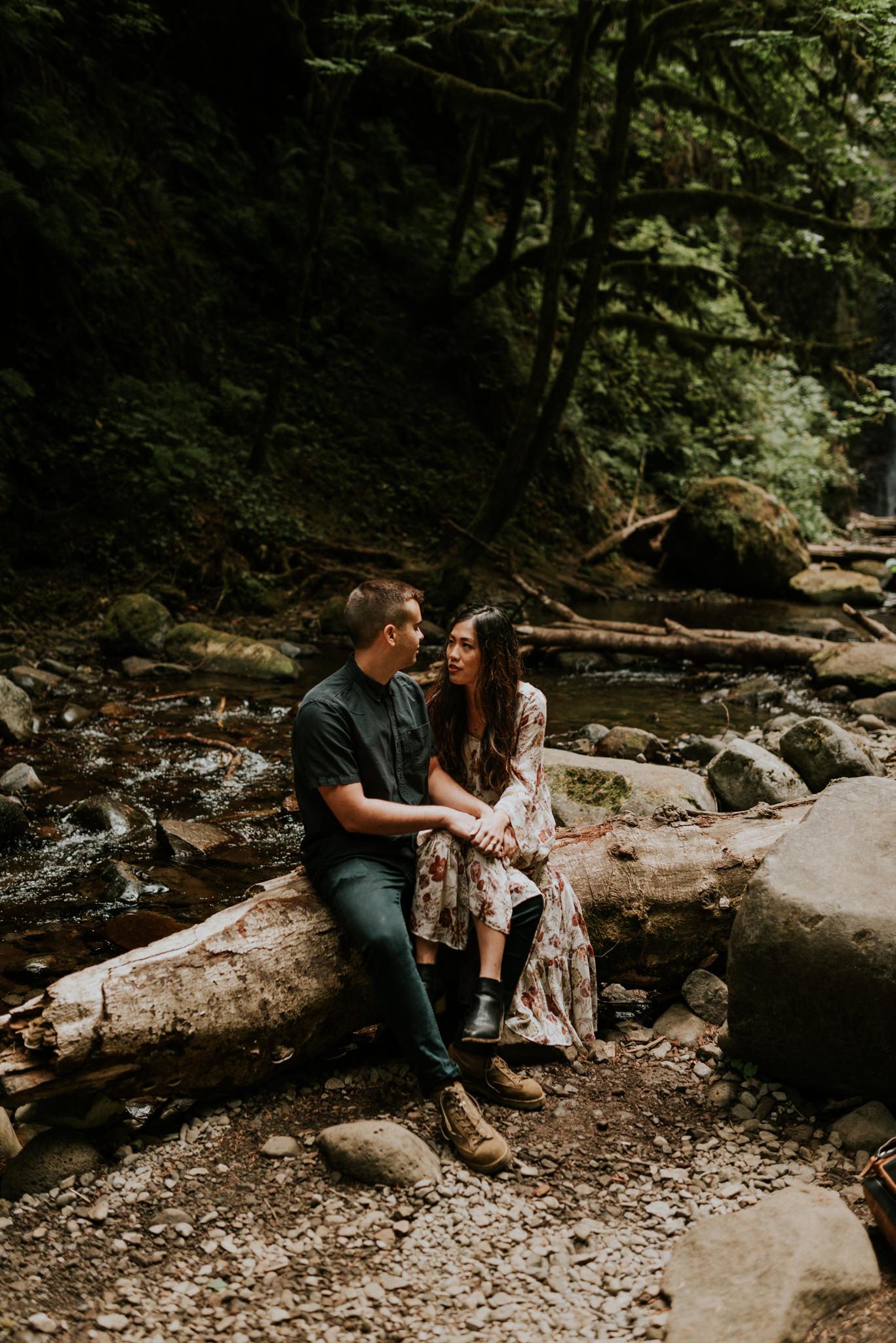 adventurous-greenery-waterfall-intimate-boho-engagement-session-at-wiesendanger-falls-on-the-columbia-river-gorge-portland-oregon-wedding-photographer