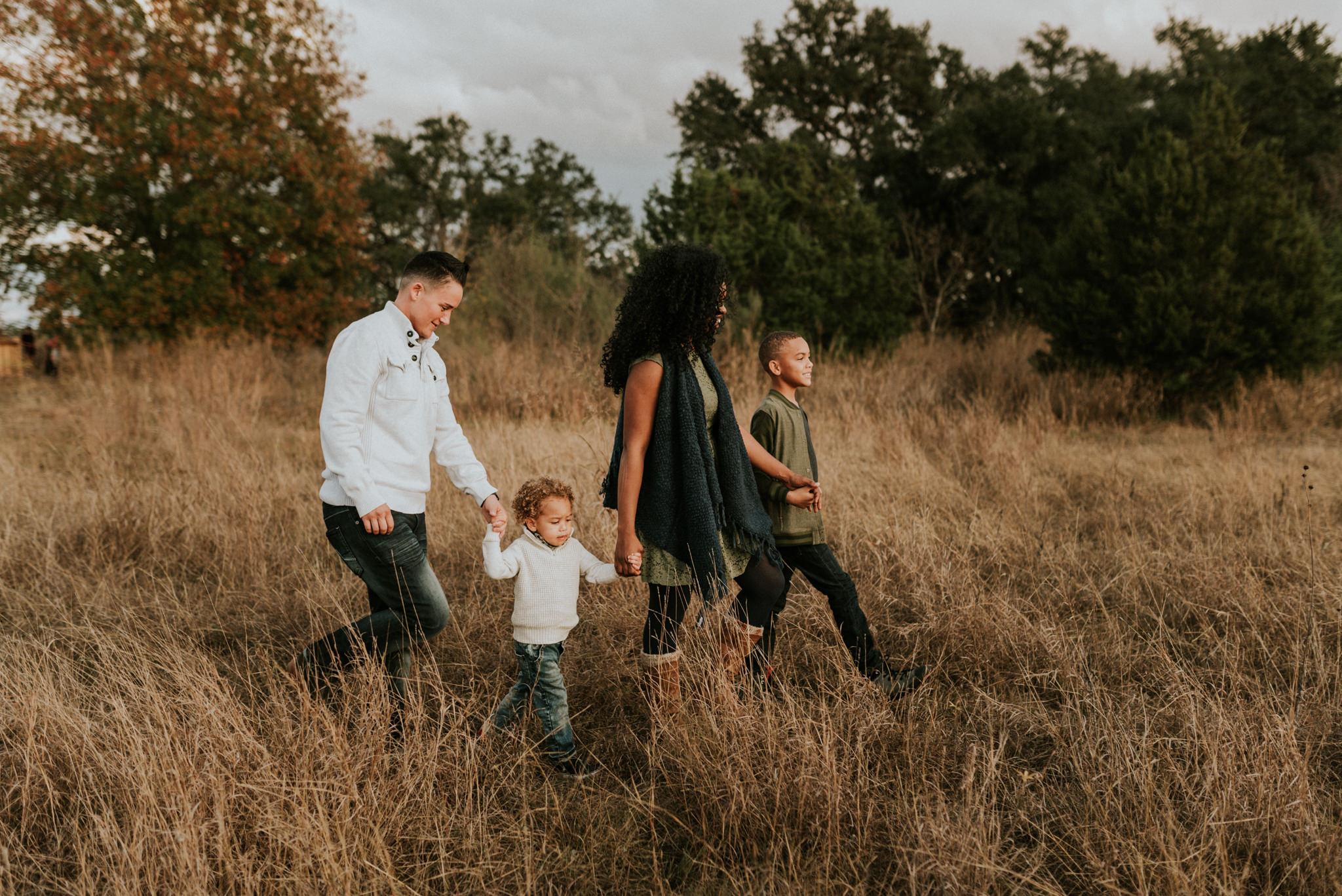 tall-grassy-sunset-fall-family-session-at-cibolo-nature-center-san-antonio-photographer