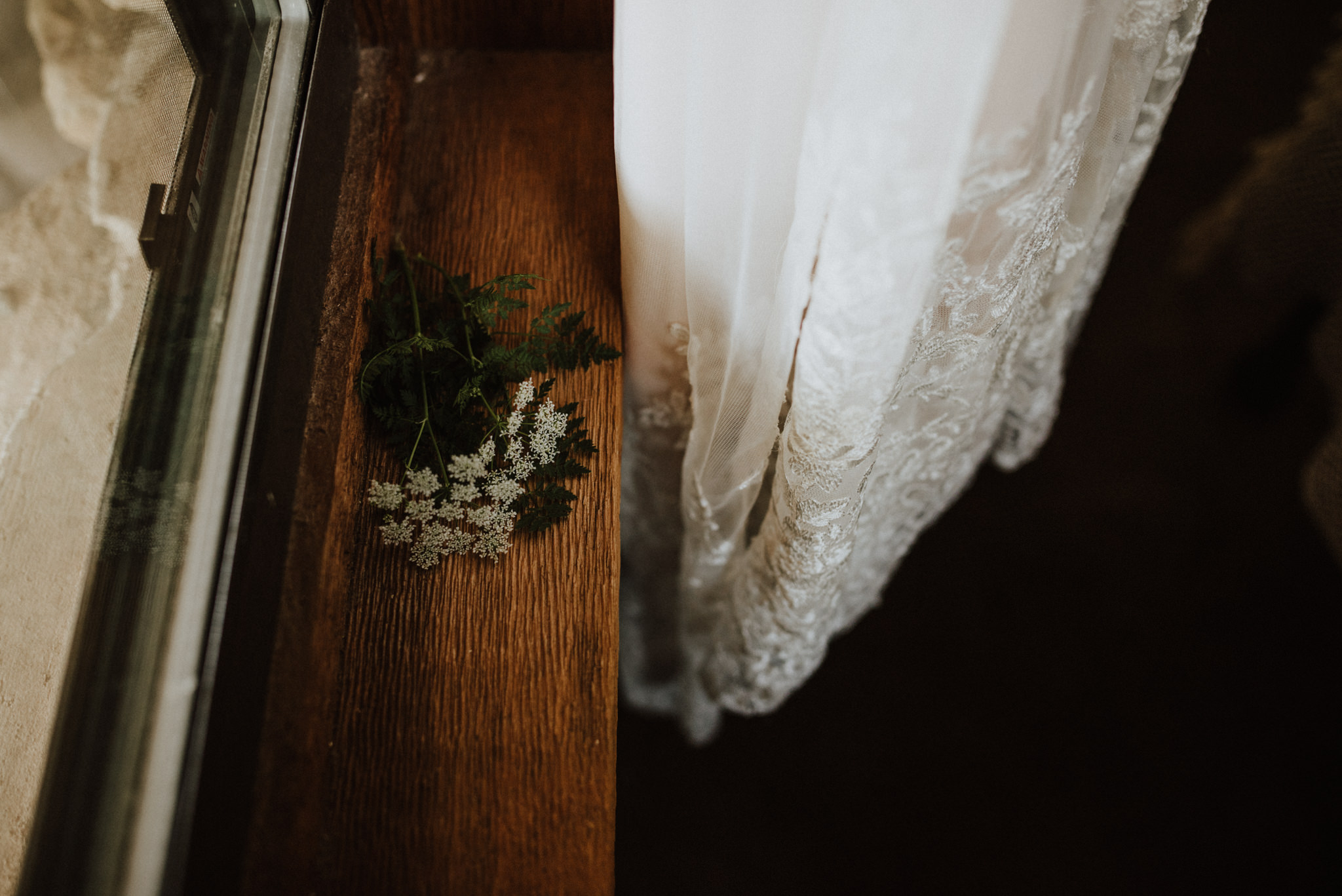 sunny-spring-wedding-wildflowers-bride-details-forest-the-waters-point-wimberley-texas-kerlyn-van-gelder-photography-austin-wedding-photographer