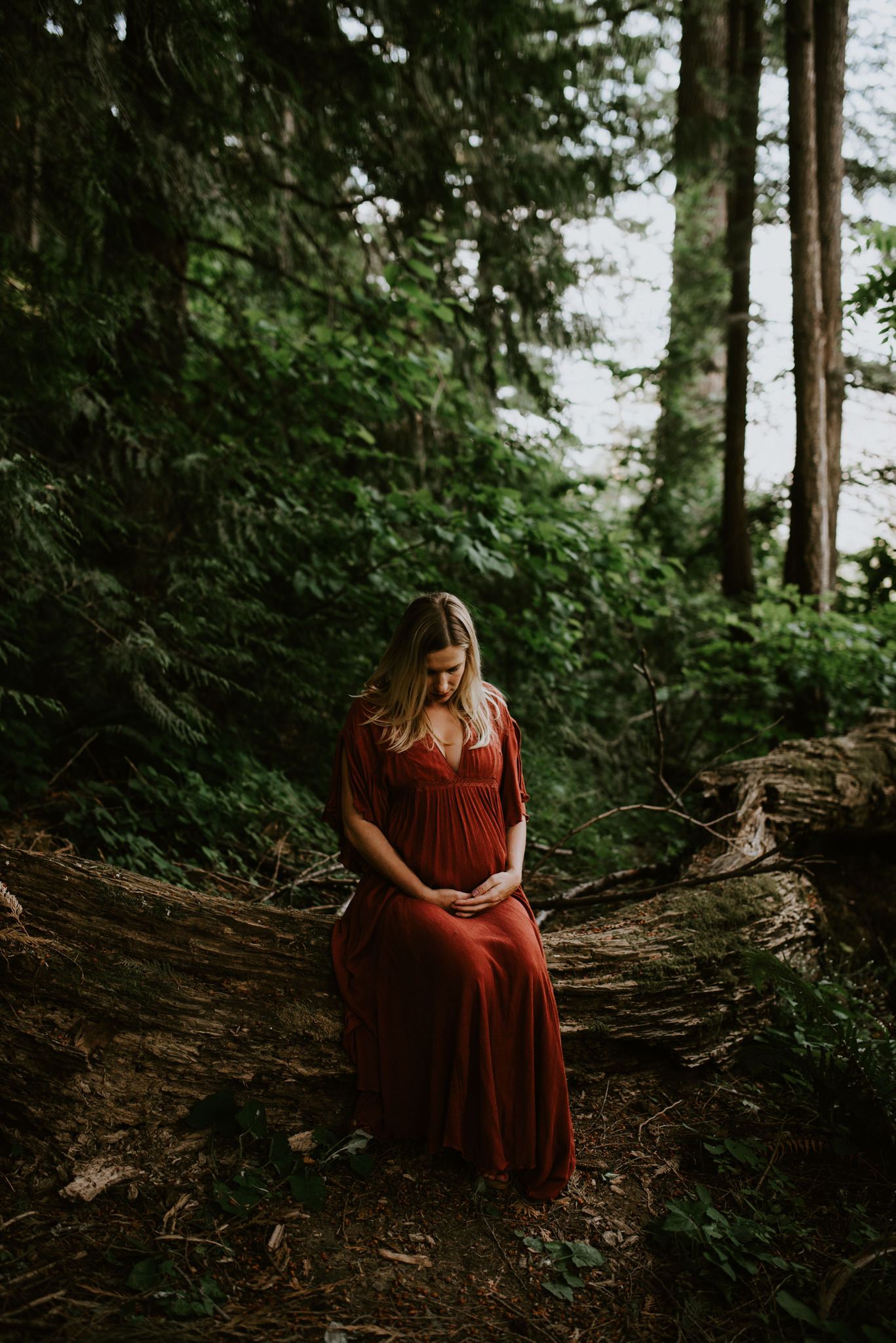 intimate-emotive-maternity-session-skamania-stone-house-columbia-river-gorge-red-free-people-dress-portland-maternity-photographer-kerlyn-van-gelder-photography