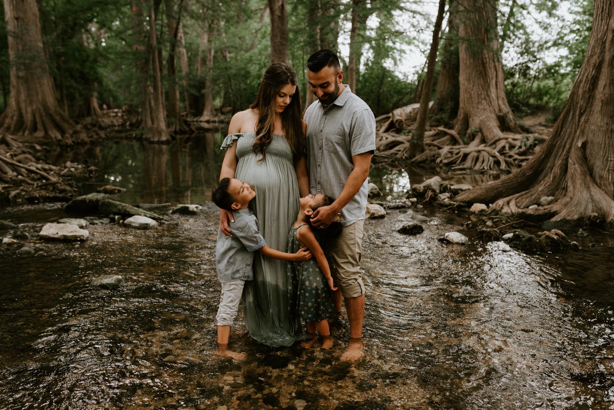 Maternity-Family-River-Session-San-Antonio-Photographer-Kerlyn-Van-Gelder-Photography