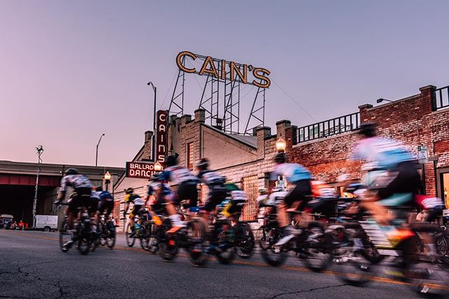 After 10 days on the road and 7 states visited the excitement for @tulsa_tough was real! What an amazing event. Saturday's race in Brady Arts District was 🔥! We, the @elielcycling family jumped into the Fondo for the Ace challenge to finish in under 5 hours setting a new course record according to strava where our girls from @tulsawheelmencycling @jessjonestri & @beckyjlowe brought us home for the fastest times on the day! After a windy sweaty eventful morning I loaded up with 25 lbs of camera gear in 95 degree heat and walked around shooting this race totalling 14 miles! 😳.... Amazing to see this city come to life for a cycling event and I'm looking forward to heading back there next year with some local knowledge. . . . . . . . . . #nikon #nikond810 #fbf #flashbackfriday #tulsatough #tulsa #strava #cyclinglife #madehere #cyclist #cyclingpics #stravacycling #vscocycling #cycling #milesofsmiles #biking #bikelife #exploremore #bikes #eliel #elielcrafted #lightbro #baaw #roadtrip
