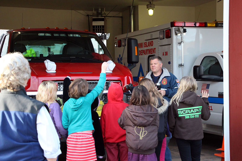 Chris Immer leads a Beach School field trip at the station