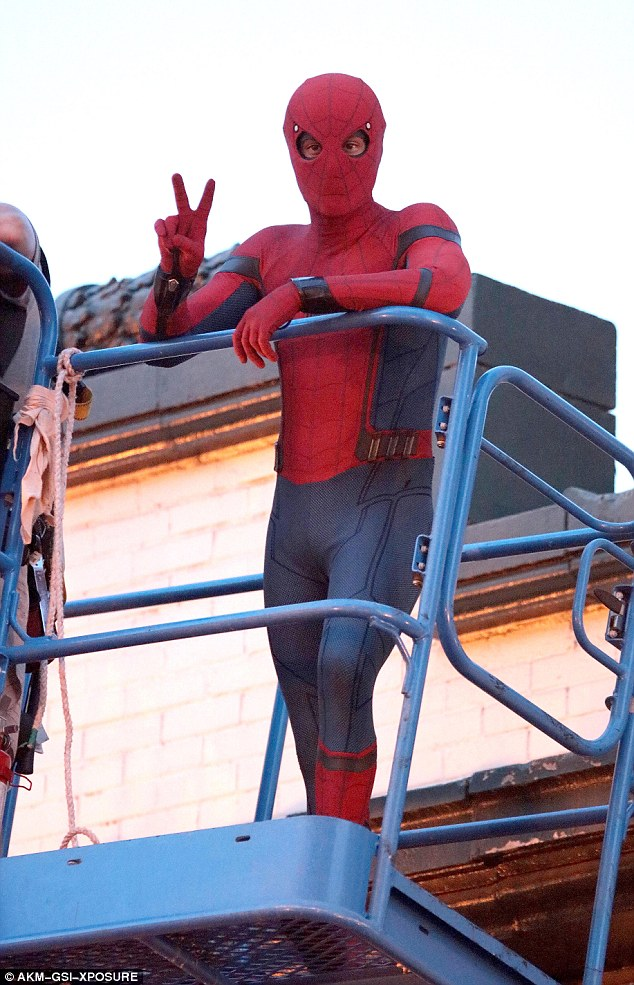 (Source: http://www.dailymail.co.uk/tvshowbiz/article-3765702/Make-webs-not-war-Tom-Holland-flashe-peace-sign-takes-filming-Spider-Man-Homecoming-Atlanta.html)