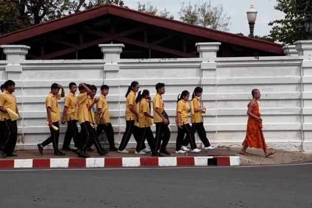 6 cStaudents Walking Towrd Palace.jpg