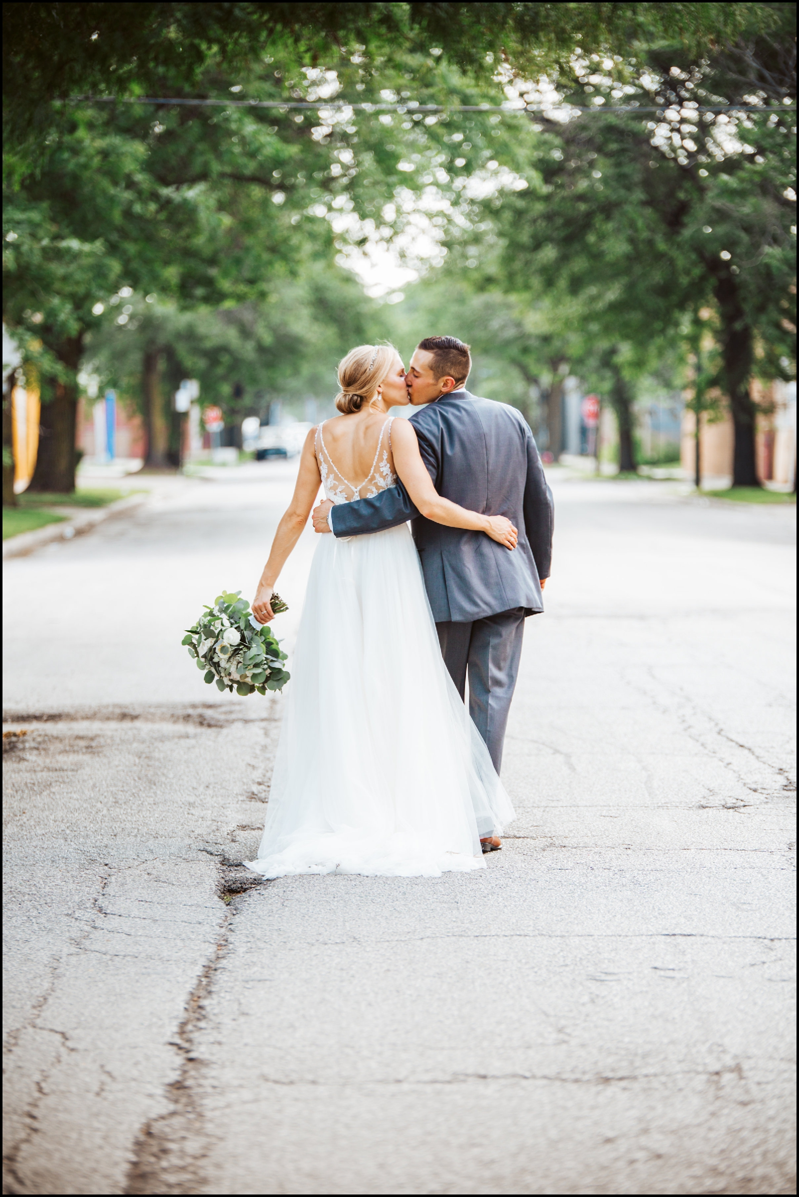 Bride and groom in Chicago