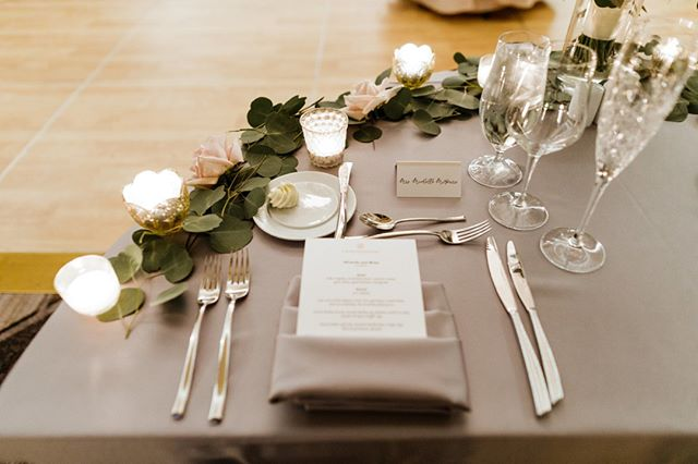 Grey and greenery... a new obsession! Love the simple elegance (no pun intended 😆) of this sweetheart table design. ⠀⠀⠀⠀⠀⠀⠀⠀⠀ ⠀⠀⠀⠀⠀⠀⠀⠀⠀ TIP: Menu cards can serve two purposes-  let your guests know what they can expect for both delectable delights and order of events!  Bonus- if they happen to have any dietary restrictions that you weren't aware of, this will allow them time to let your caterer know. Nobody wants a hungry, grumpy guest! #amiright⠀⠀⠀⠀⠀⠀⠀⠀⠀ ⠀⠀⠀⠀⠀⠀⠀⠀⠀ ⠀⠀⠀⠀⠀⠀⠀⠀⠀ ✨Chicago Wedding Pros✨⠀⠀⠀⠀⠀⠀⠀⠀⠀ Planner: Ashely C., Simply Elegant Group⠀⠀⠀⠀⠀⠀⠀⠀⠀ Photographer: @jilltiongcophoto⠀⠀⠀⠀⠀⠀⠀⠀⠀ Ceremony Venue: #AliceMillarChapel ⠀⠀⠀⠀⠀⠀⠀⠀⠀ Reception Venue: @lhchicago ⠀⠀⠀⠀⠀⠀⠀⠀⠀ Video: @fortyonefilms⠀⠀⠀⠀⠀⠀⠀⠀⠀ Florals: @stevesflowermarket⠀⠀⠀⠀⠀⠀⠀⠀⠀ Cake: @bittersweetpastryshop⠀⠀⠀⠀⠀⠀⠀⠀⠀ DJ: @amplifiedeventsdj⠀⠀⠀⠀⠀⠀⠀⠀⠀ Photo Booth: @snapboothchicago⠀⠀⠀⠀⠀⠀⠀⠀⠀ Transportation: @windycitylimo⠀⠀⠀⠀⠀⠀⠀⠀⠀ Hair:@giadoeshair⠀⠀⠀⠀⠀⠀⠀⠀⠀ Makeup: @joannabartistry⠀⠀⠀⠀⠀⠀⠀⠀⠀ Dress: Watters, @lovelybridechicago⠀⠀⠀⠀⠀⠀⠀⠀⠀ Invites: Meg Kowieski (Bridesmaid/friend)⠀⠀⠀⠀⠀⠀⠀⠀⠀ Men's Attire: @formallymodern ⠀⠀⠀⠀⠀⠀⠀⠀⠀ Rings: Numined / Dimend Scaasi⠀⠀⠀⠀⠀⠀⠀⠀⠀ Bridesmaid Dresses: @brideside⠀⠀⠀⠀⠀⠀⠀⠀⠀ Bride's Coverup: Betsy Johnson - BHLDN ⠀⠀⠀⠀⠀⠀⠀⠀⠀ ⠀⠀⠀⠀⠀⠀⠀⠀⠀ ⠀⠀⠀⠀⠀⠀⠀⠀⠀ #weddingdetails #sweethearttable #garland #candlelight #menucard #weddingdesign #timelesswedding ⠀⠀⠀⠀⠀⠀⠀⠀⠀ #lhchicago #LondonHouseChicago #LondonHouse #chicagowedding #chicagoweddingplanner #lakeshorebride #chiwedding #chicagobride #thecelebrationsociety