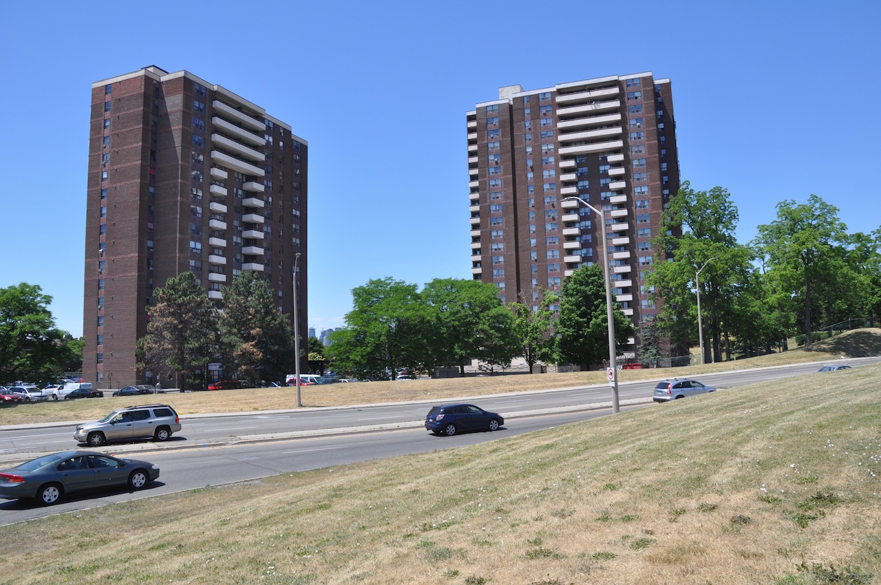 """The road at Dundas and Cawthra Rd where """"Cherry Hill"""" was once located."""