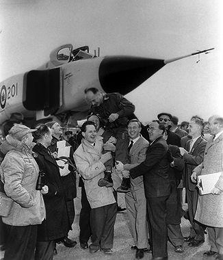 Jan Zurakowski celebrating first flight of the Arrow, March 25 1958.jpg