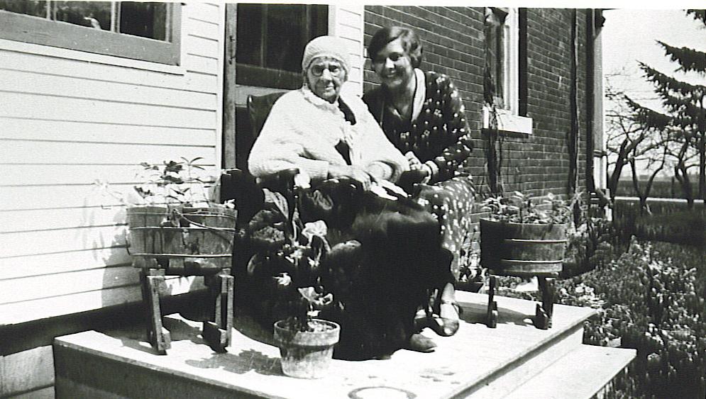 Deta Duck and her grandmother.