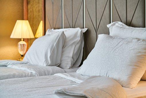 hotel-4373088__340.jpg