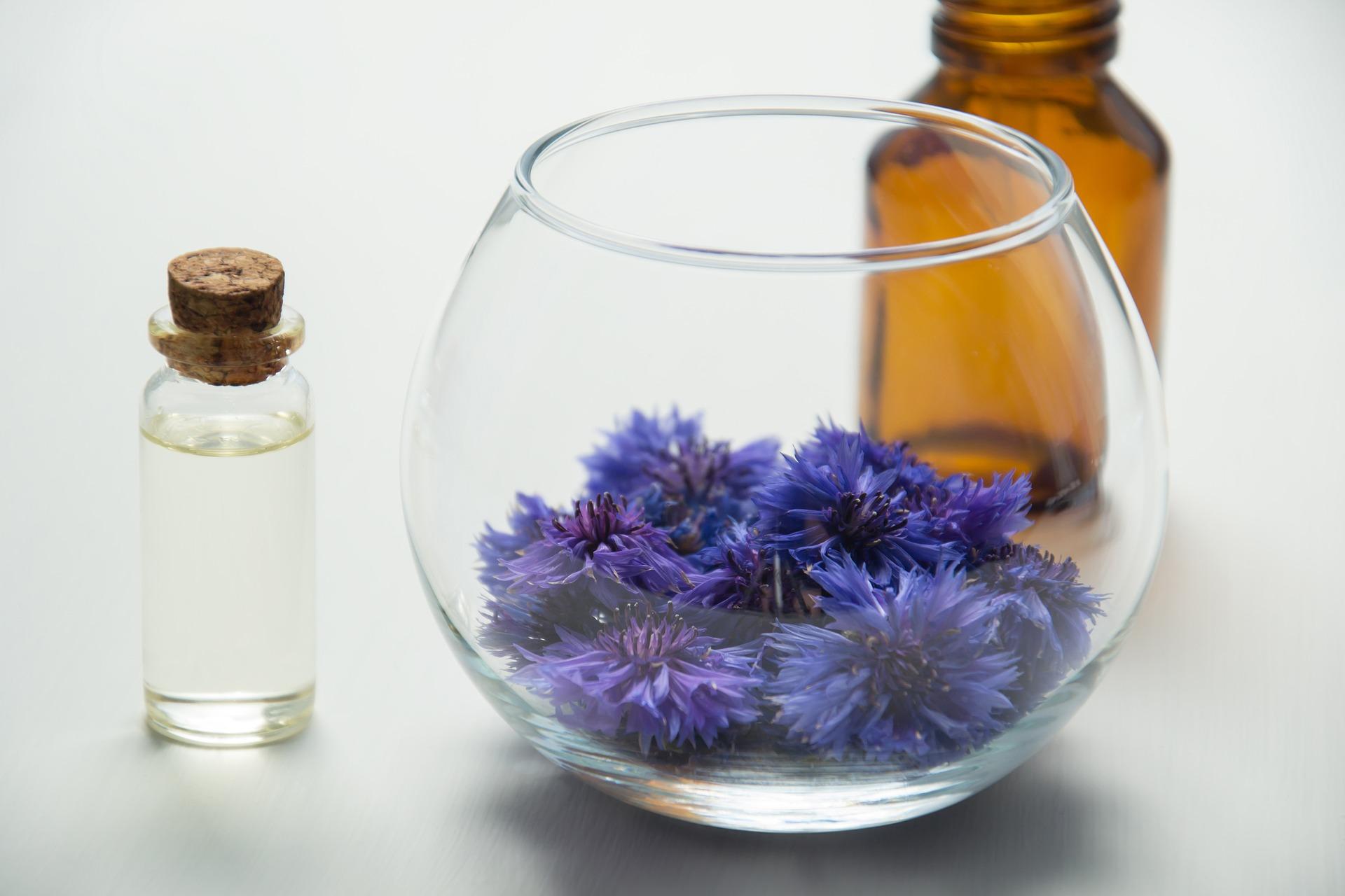 essential-oils-2654390_1920.jpg
