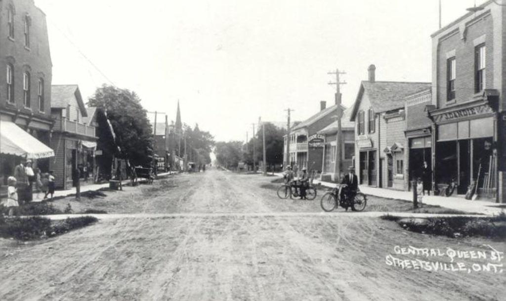 Queen Street Streetsville, looking south, c1905.