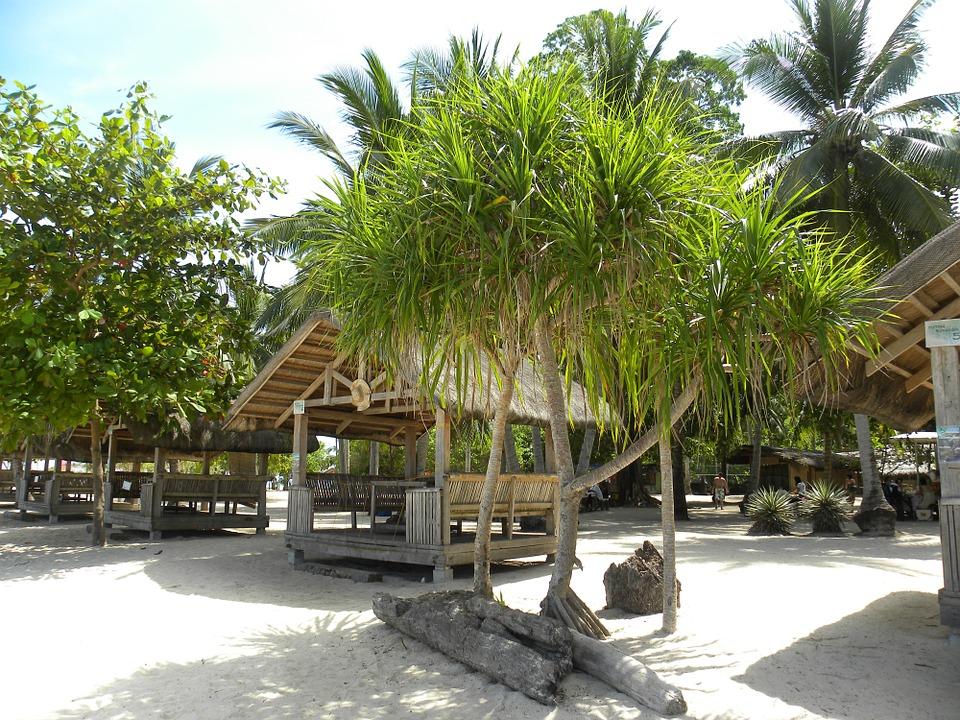 beach-hut-93414_960_720.jpg