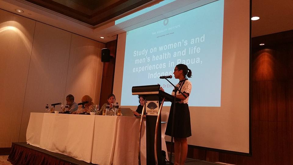 Dr Emma Fulu presenting at the Internal Dissemination Session in Jakarta, Indonesia.