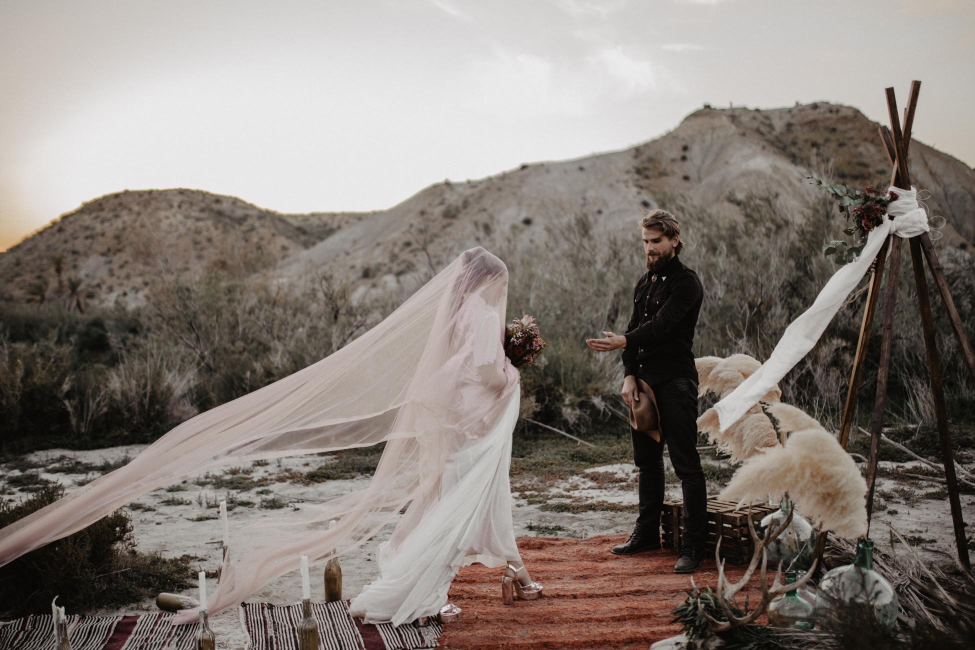 thenortherngirlphotography_photography_thenortherngirl_rebeccascabros_wedding_weddingphotography_weddingphotographer_wood_muebles_deco_bodasdecaramelo_home_bedtime_gaywedding_editorial_desierto_desert_wildestdreams_amortexano-359.jpg