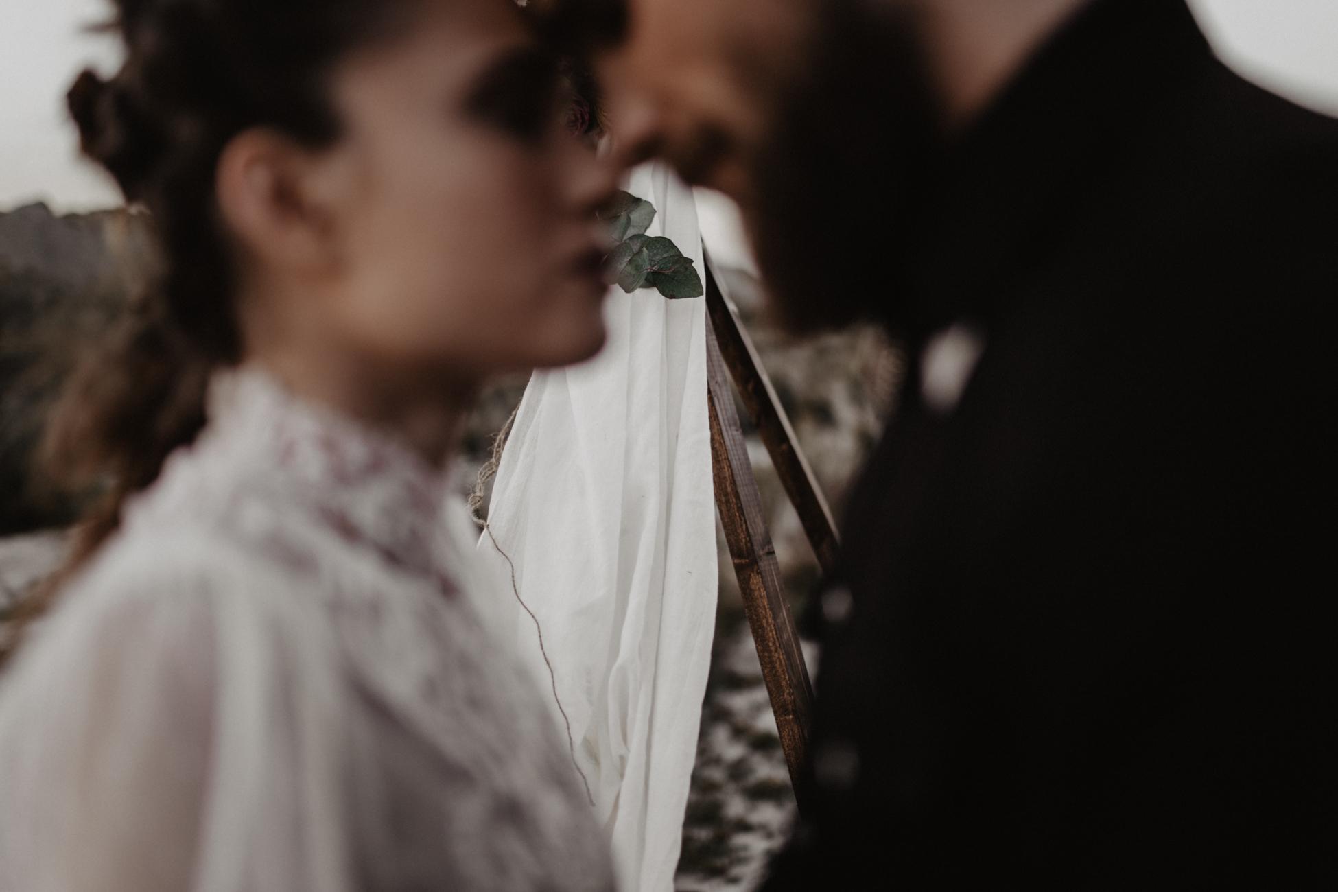 thenortherngirlphotography_photography_thenortherngirl_rebeccascabros_wedding_weddingphotography_weddingphotographer_wood_muebles_deco_bodasdecaramelo_home_bedtime_gaywedding_editorial_desierto_desert_wildestdreams_amortexano-392.jpg