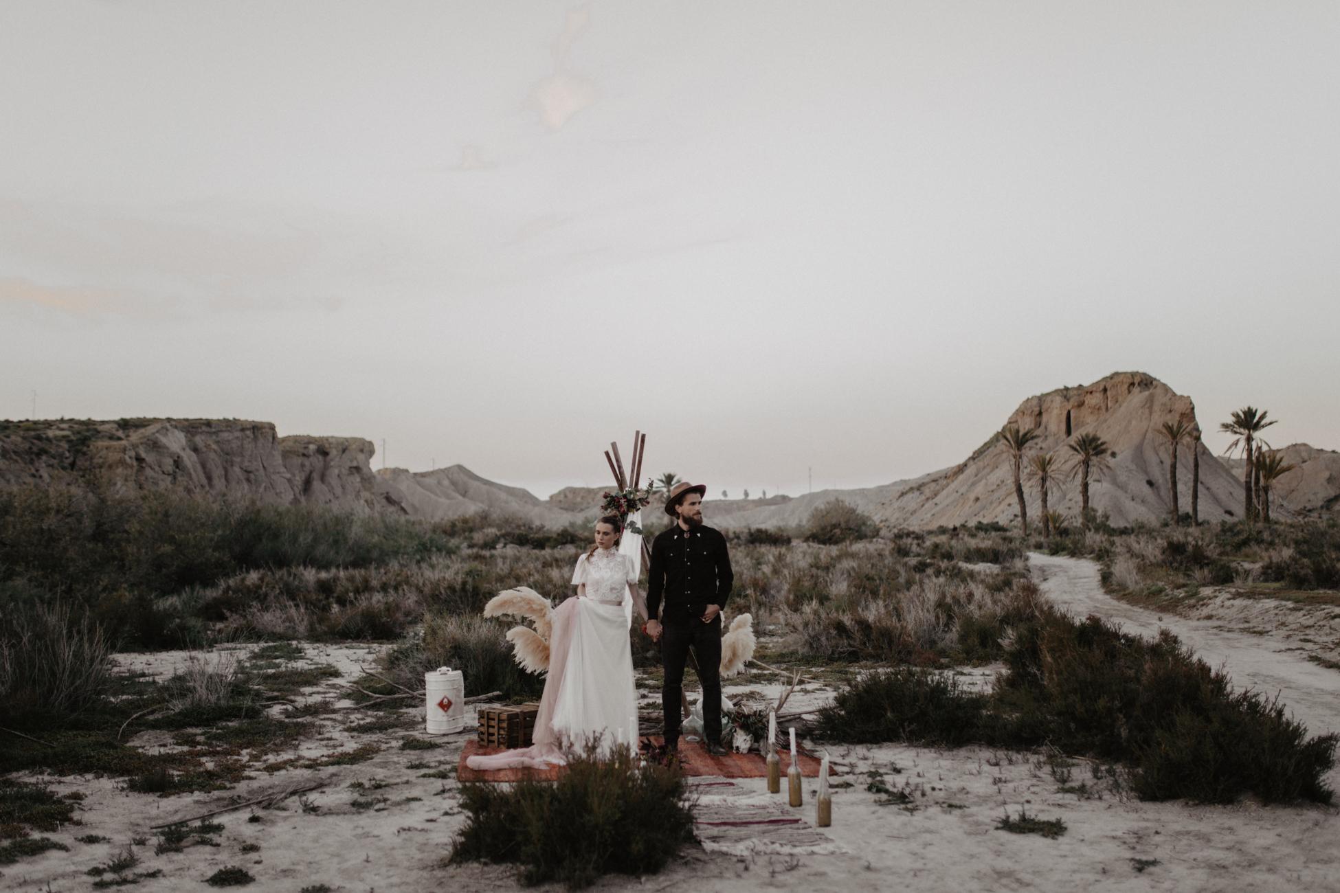 thenortherngirlphotography_photography_thenortherngirl_rebeccascabros_wedding_weddingphotography_weddingphotographer_wood_muebles_deco_bodasdecaramelo_home_bedtime_gaywedding_editorial_desierto_desert_wildestdreams_amortexano-397.jpg