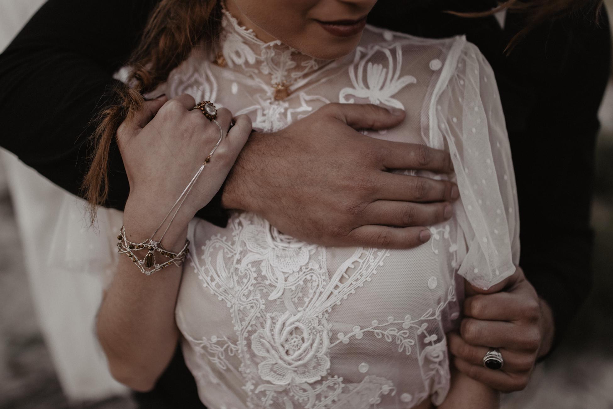 thenortherngirlphotography_photography_thenortherngirl_rebeccascabros_wedding_weddingphotography_weddingphotographer_wood_muebles_deco_bodasdecaramelo_home_bedtime_gaywedding_editorial_desierto_desert_wildestdreams_amortexano-406.jpg