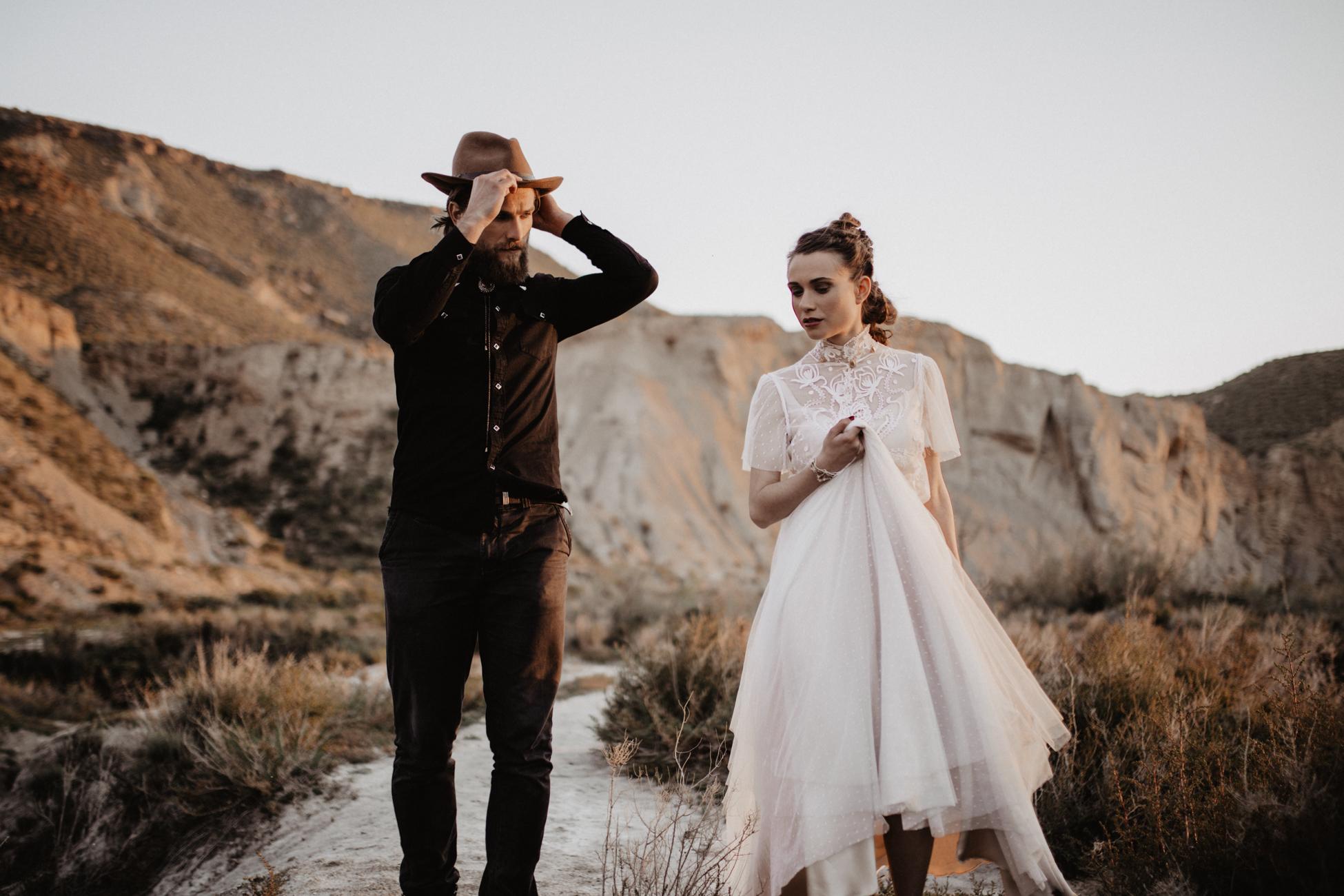thenortherngirlphotography_photography_thenortherngirl_rebeccascabros_wedding_weddingphotography_weddingphotographer_wood_muebles_deco_bodasdecaramelo_home_bedtime_gaywedding_editorial_desierto_desert_wildestdreams_amortexano-338.jpg
