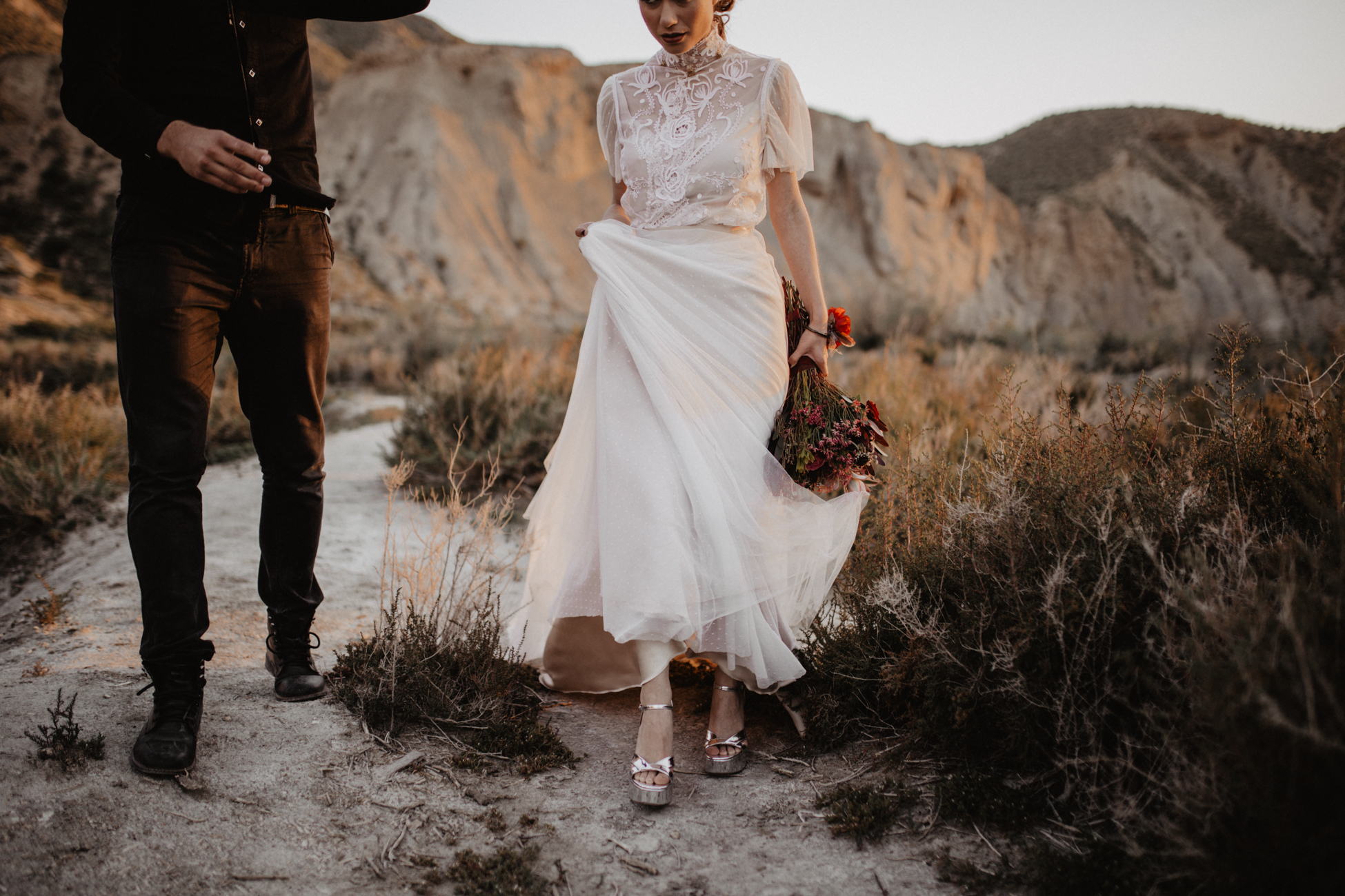 thenortherngirlphotography_photography_thenortherngirl_rebeccascabros_wedding_weddingphotography_weddingphotographer_wood_muebles_deco_bodasdecaramelo_home_bedtime_gaywedding_editorial_desierto_desert_wildestdreams_amortexano-339.jpg