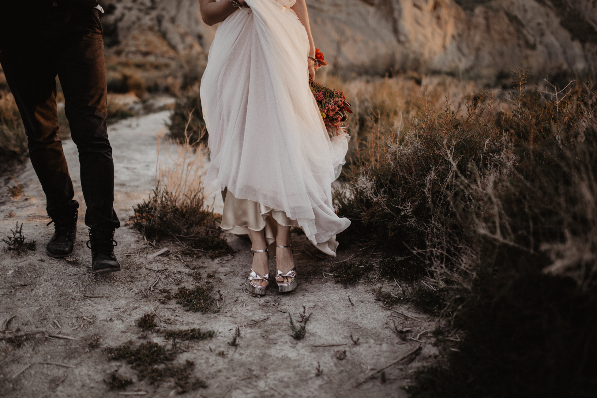 thenortherngirlphotography_photography_thenortherngirl_rebeccascabros_wedding_weddingphotography_weddingphotographer_wood_muebles_deco_bodasdecaramelo_home_bedtime_gaywedding_editorial_desierto_desert_wildestdreams_amortexano-340.jpg