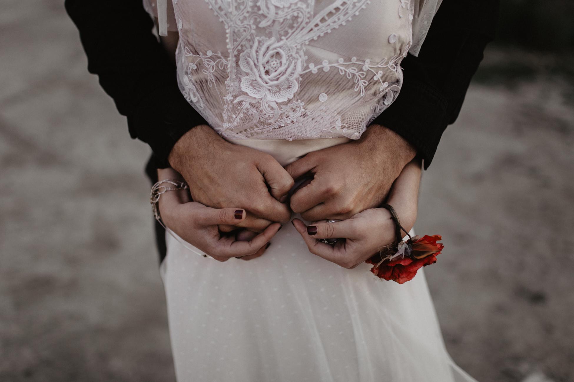 thenortherngirlphotography_photography_thenortherngirl_rebeccascabros_wedding_weddingphotography_weddingphotographer_wood_muebles_deco_bodasdecaramelo_home_bedtime_gaywedding_editorial_desierto_desert_wildestdreams_amortexano-316.jpg
