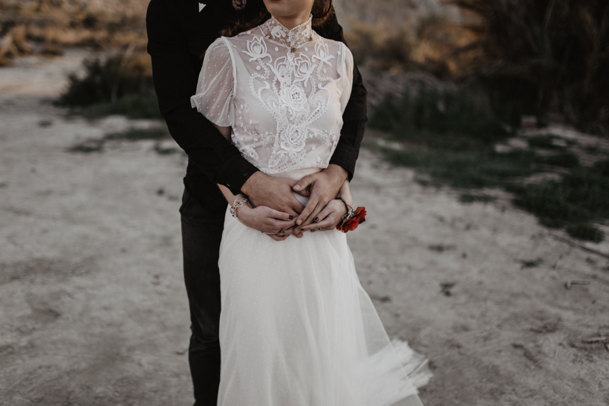 thenortherngirlphotography_photography_thenortherngirl_rebeccascabros_wedding_weddingphotography_weddingphotographer_wood_muebles_deco_bodasdecaramelo_home_bedtime_gaywedding_editorial_desierto_desert_wildestdreams_amortexano-313.jpg