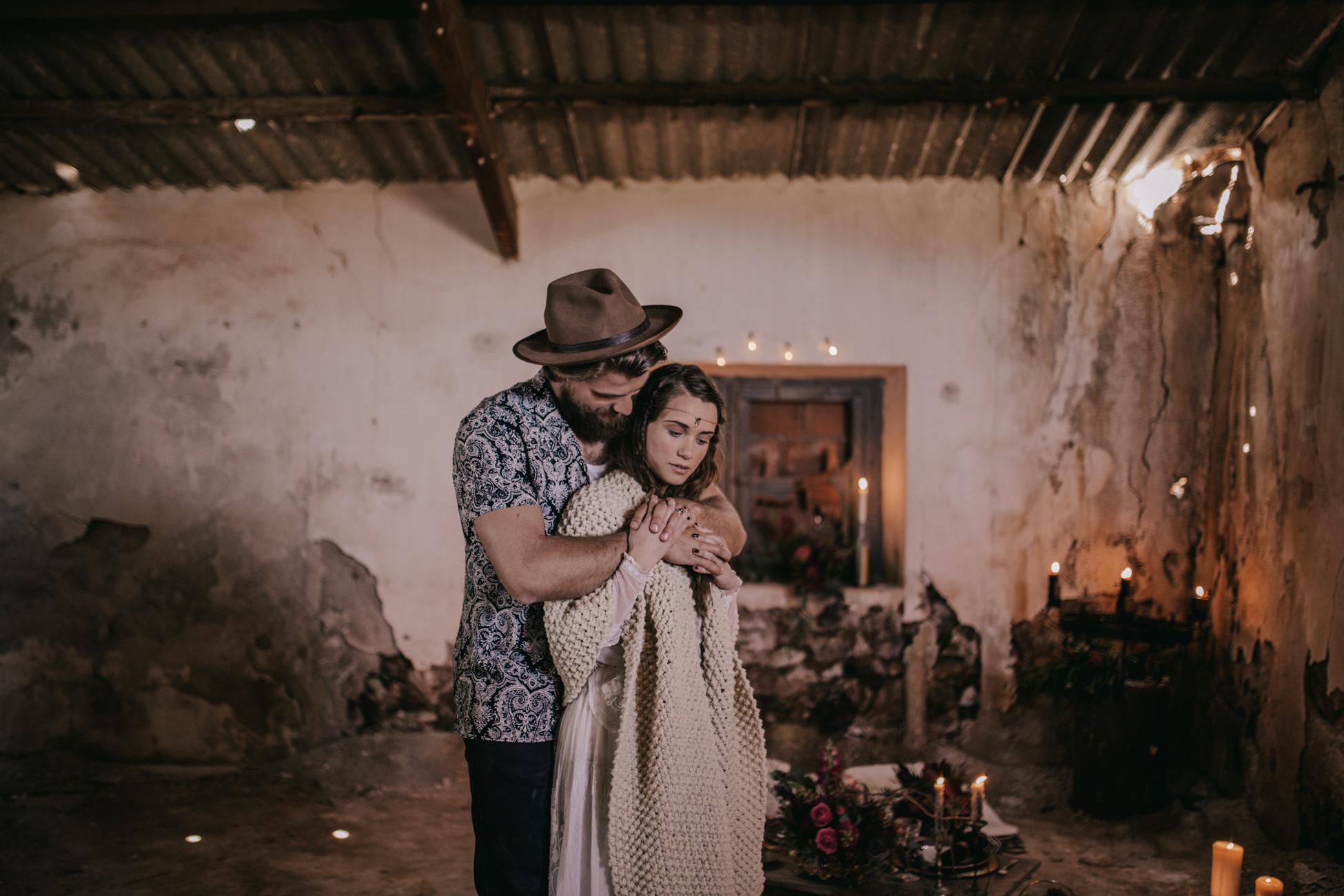 thenortherngirlphotography_photography_thenortherngirl_rebeccascabros_wedding_weddingphotography_weddingphotographer_wood_muebles_deco_bodasdecaramelo_home_bedtime_gaywedding_editorial_desierto_desert_wildestdreams_amortexano-200.jpg