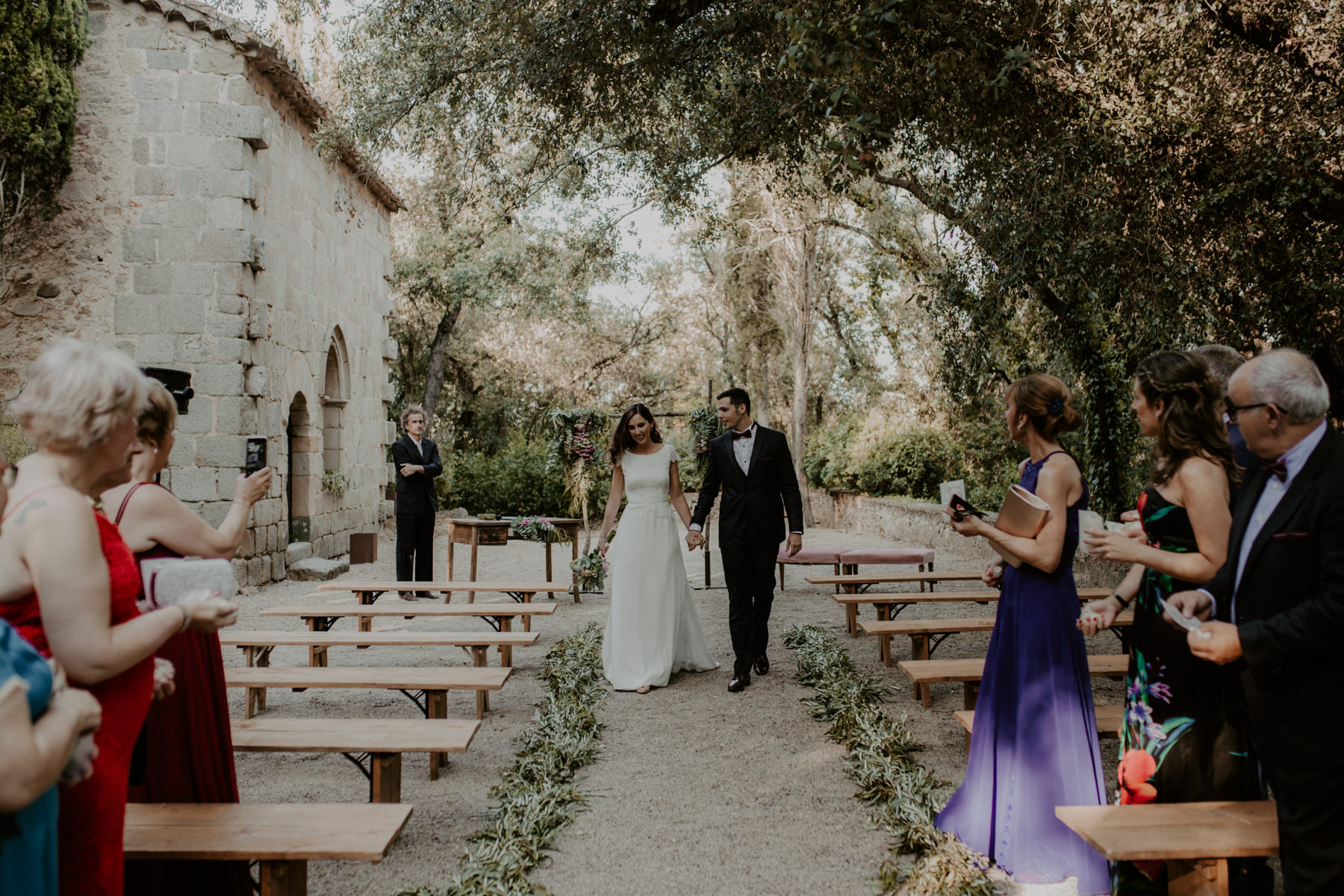 alt_thenortherngirlphotography_couples_weddingphotographer_photographer_wedding_boda_fotografodebodas_fotografobodasbarcelona_bodaindie_bodasconestilo_bodaensantperedeclara_jennifermiguel-398.jpg