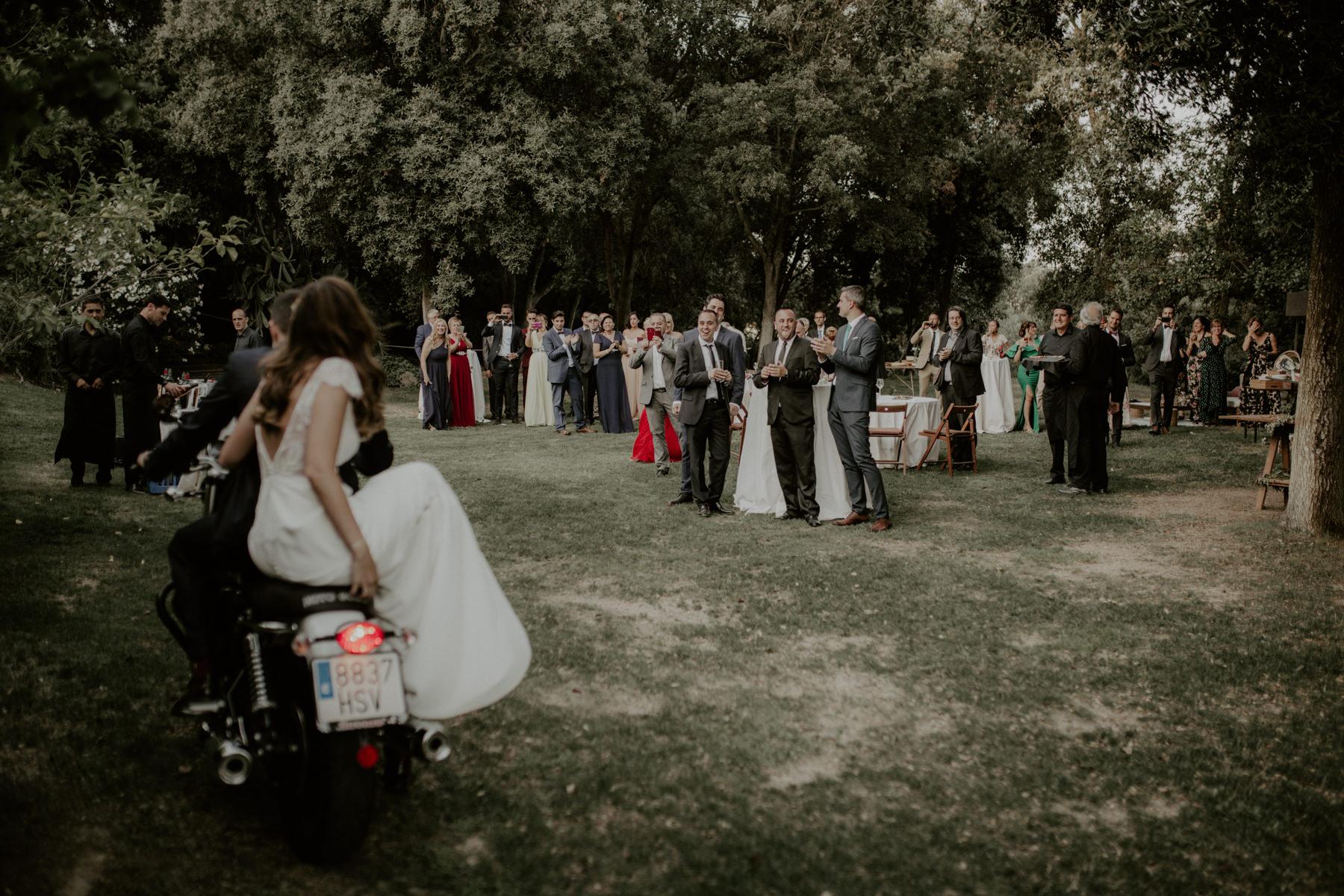 alt_thenortherngirlphotography_couples_weddingphotographer_photographer_wedding_boda_fotografodebodas_fotografobodasbarcelona_bodaindie_bodasconestilo_bodaensantperedeclara_jennifermiguel-598.jpg