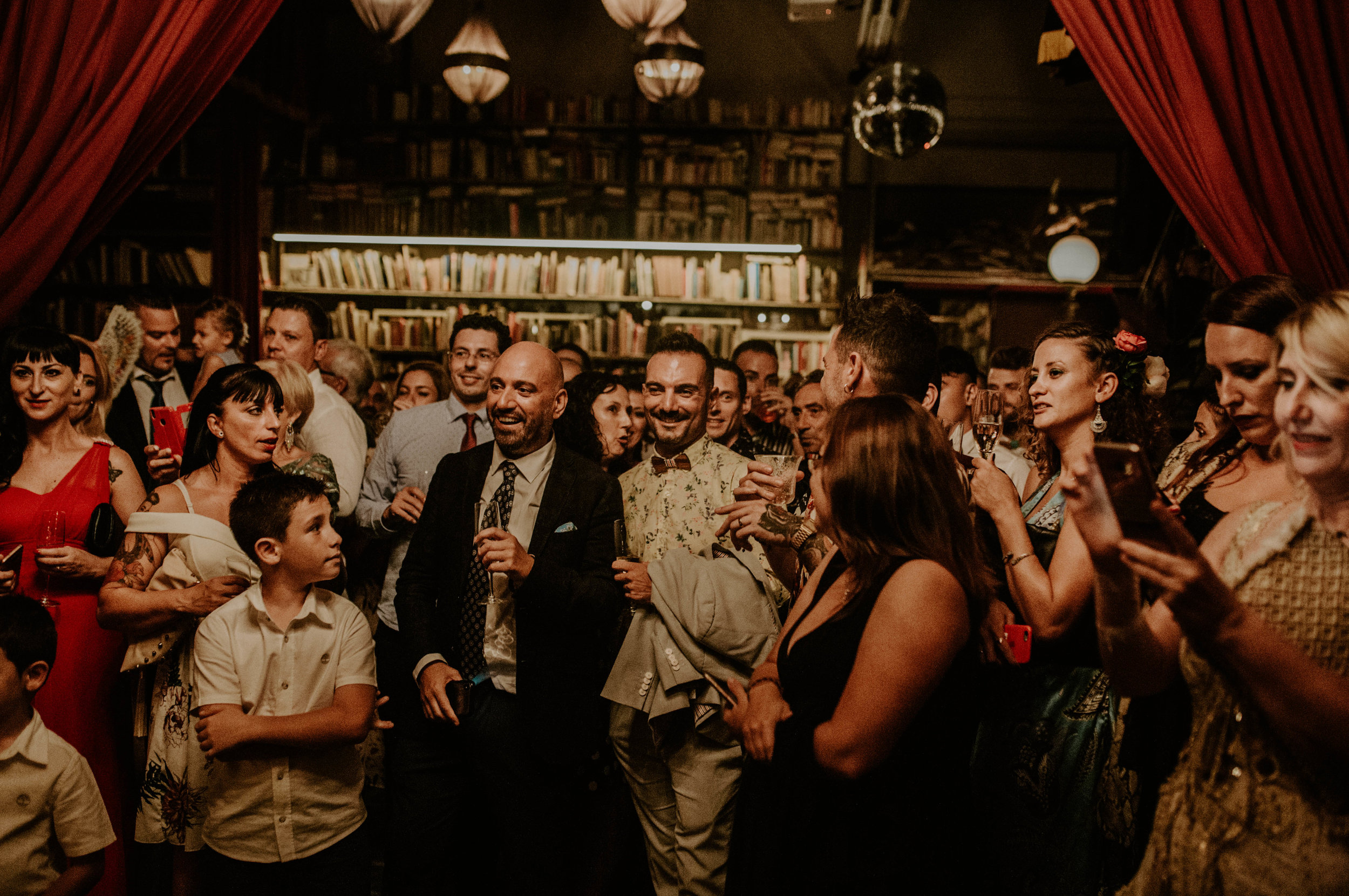 thenortherngirlphotography_bodasindustriales_bodasdiferentes_weddingphotographer_spanishphotographer_spanisgweddingphotographer_happyendings_mercantic_elsiglomercantic_antichrist_love_neon_weddingtattoo_CYNTHIAMANOLO-856.jpg