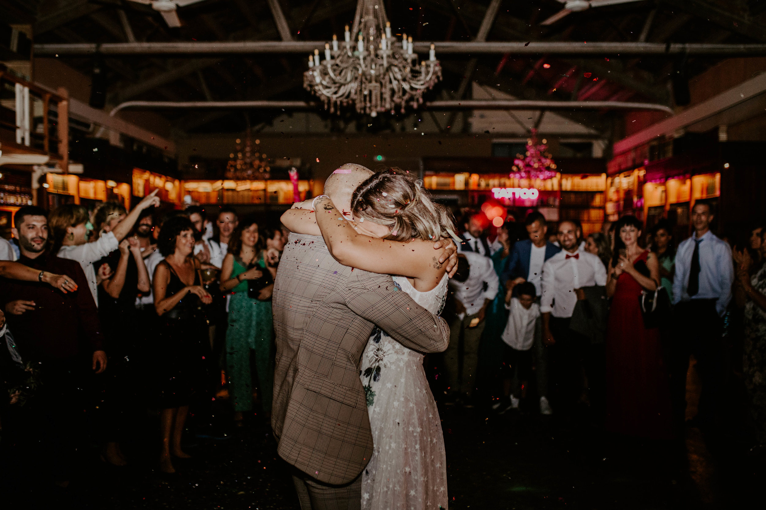 thenortherngirlphotography_bodasindustriales_bodasdiferentes_weddingphotographer_spanishphotographer_spanisgweddingphotographer_happyendings_mercantic_elsiglomercantic_antichrist_love_neon_weddingtattoo_CYNTHIAMANOLO-927.jpg