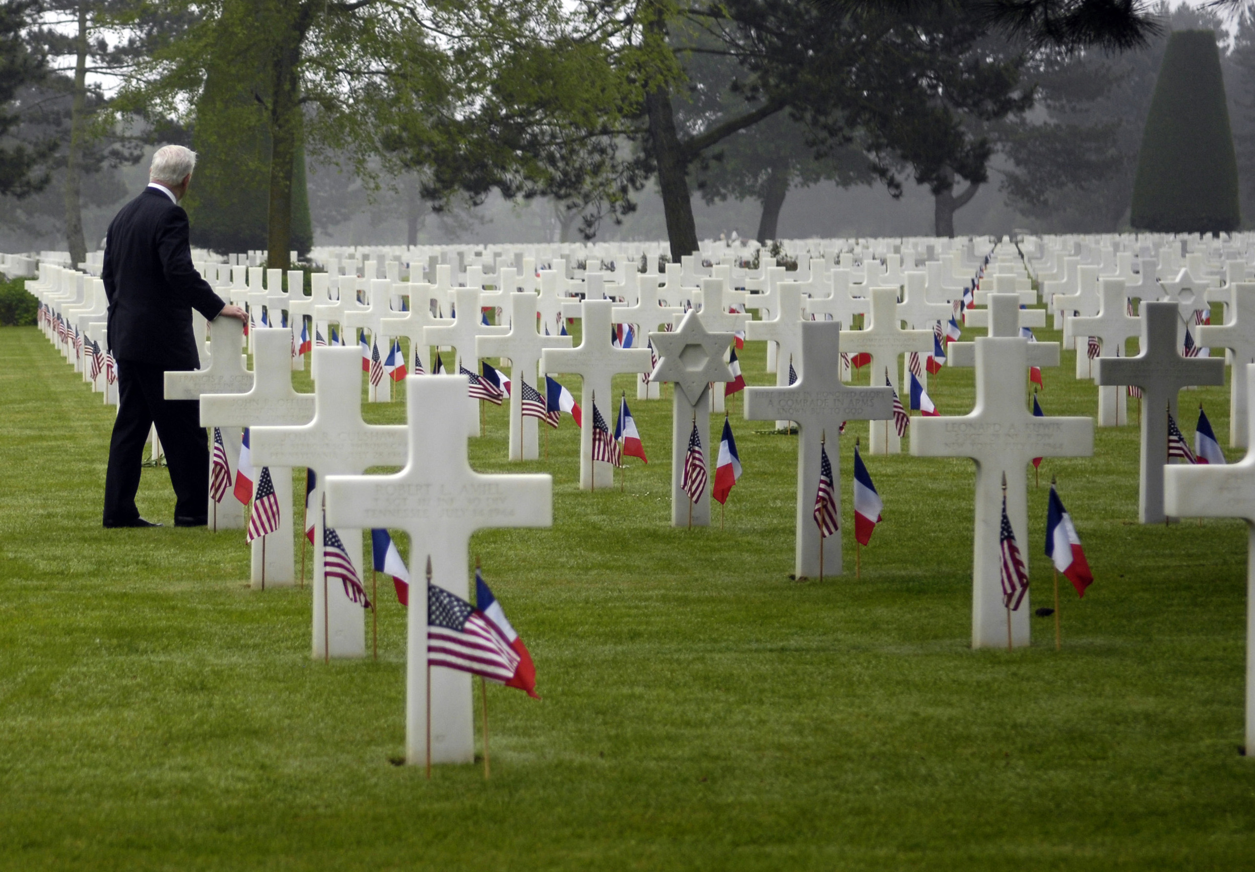 1st gallery picture-D-Day-Cemetery-2.jpg